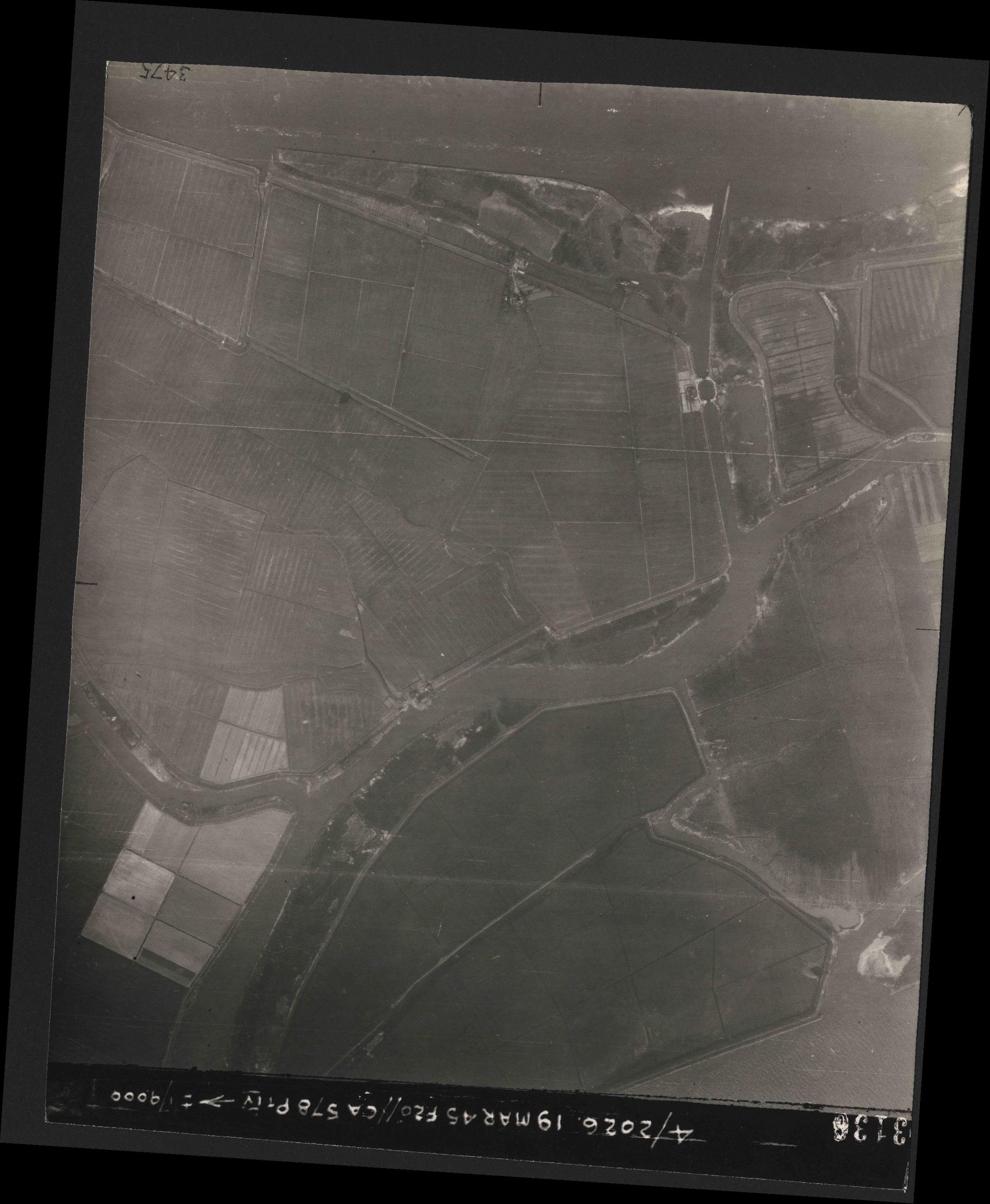 Collection RAF aerial photos 1940-1945 - flight 012, run 07, photo 3136