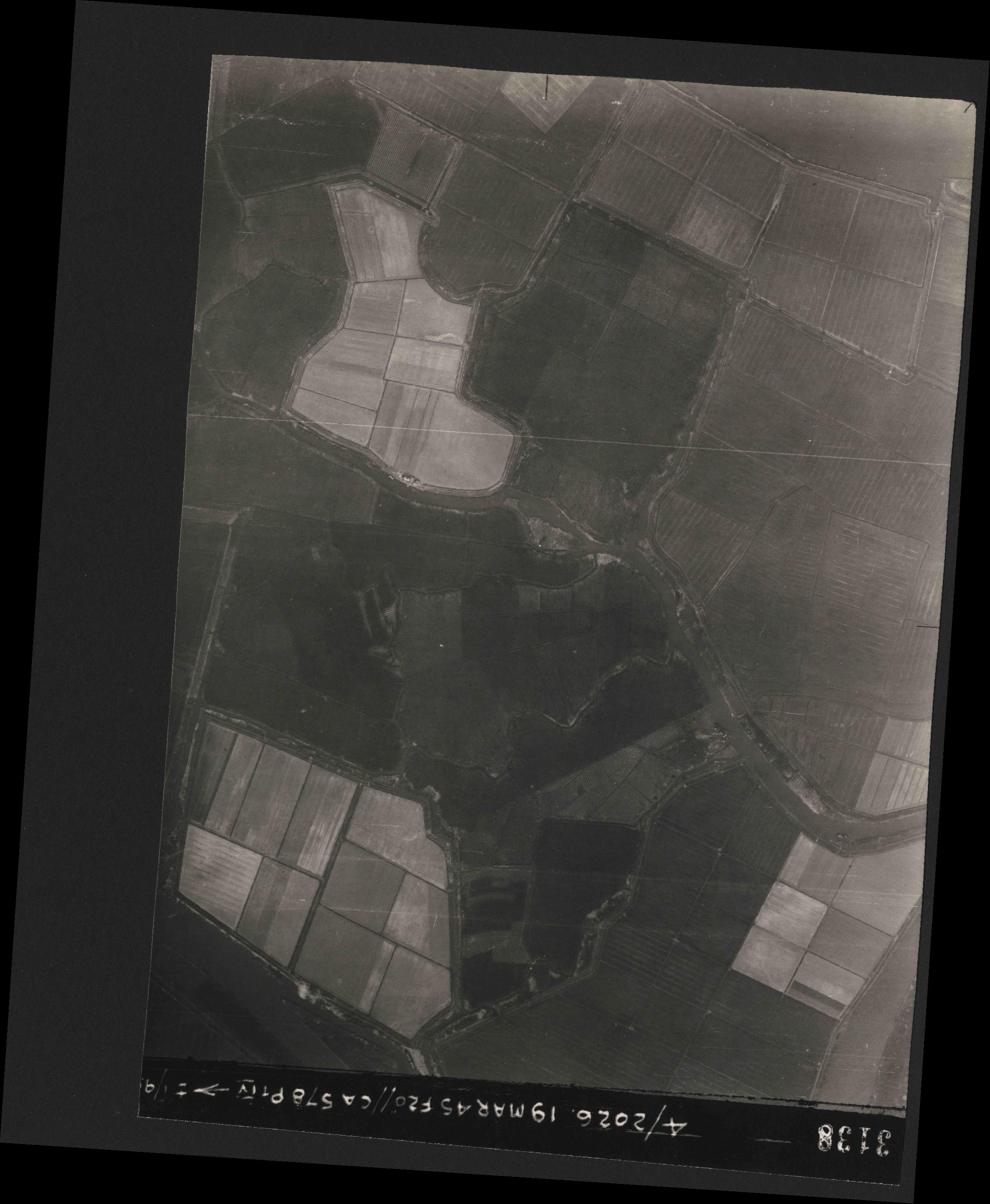 Collection RAF aerial photos 1940-1945 - flight 012, run 07, photo 3138