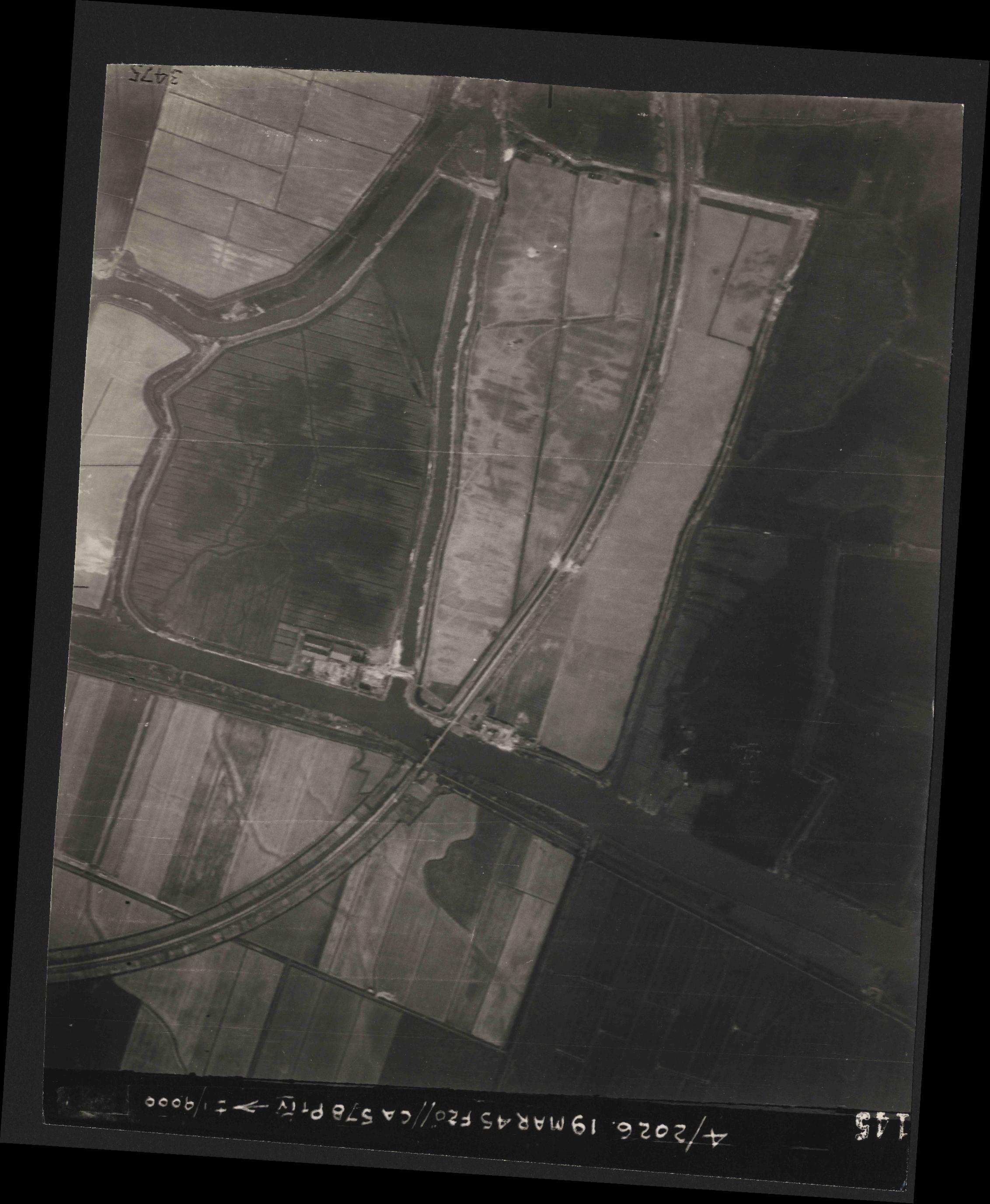 Collection RAF aerial photos 1940-1945 - flight 012, run 07, photo 3145
