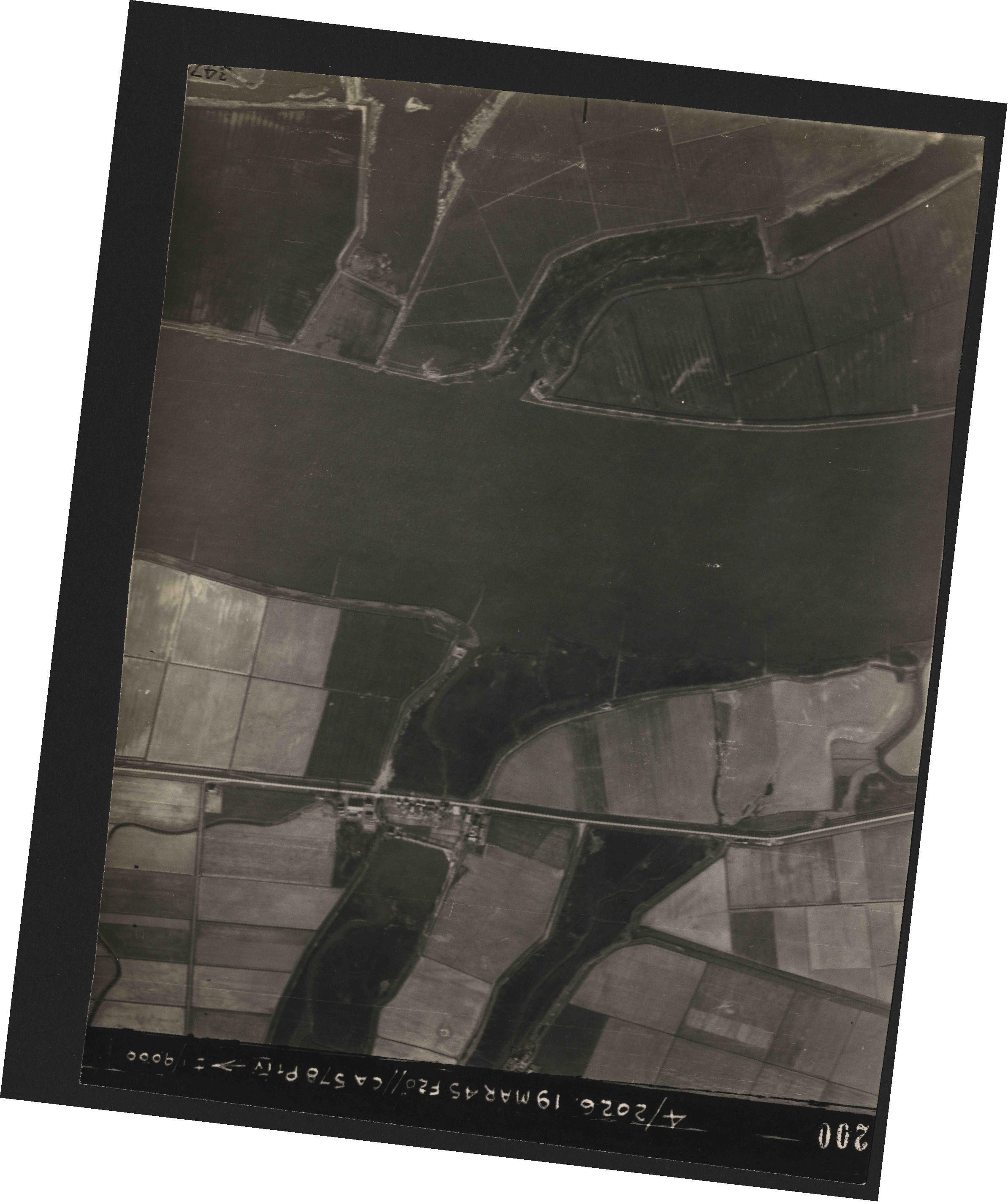Collection RAF aerial photos 1940-1945 - flight 012, run 08, photo 3200