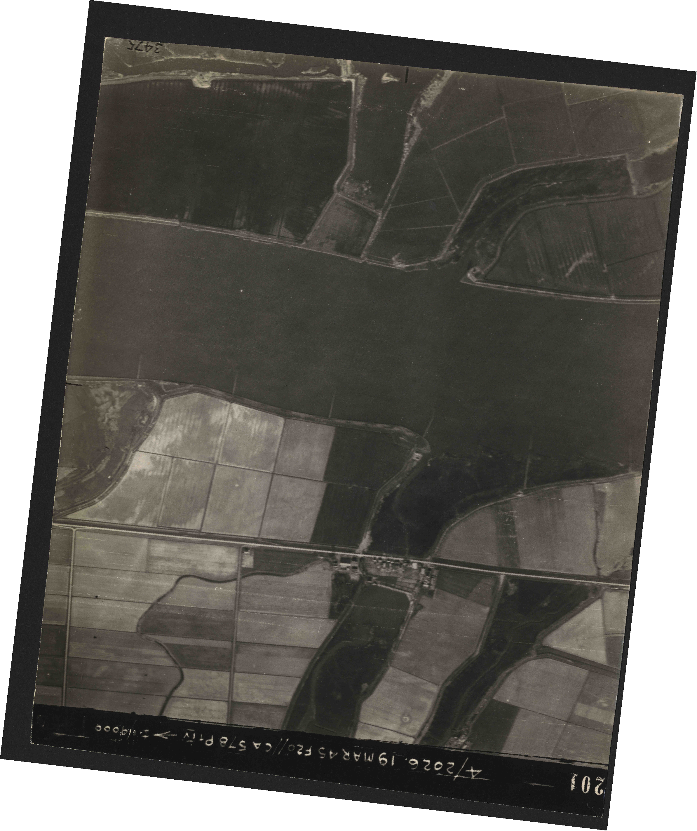 Collection RAF aerial photos 1940-1945 - flight 012, run 08, photo 3201