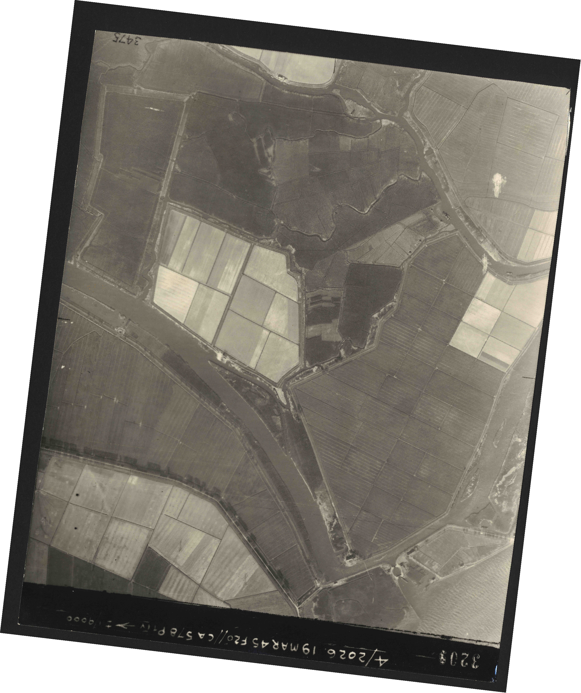 Collection RAF aerial photos 1940-1945 - flight 012, run 08, photo 3209