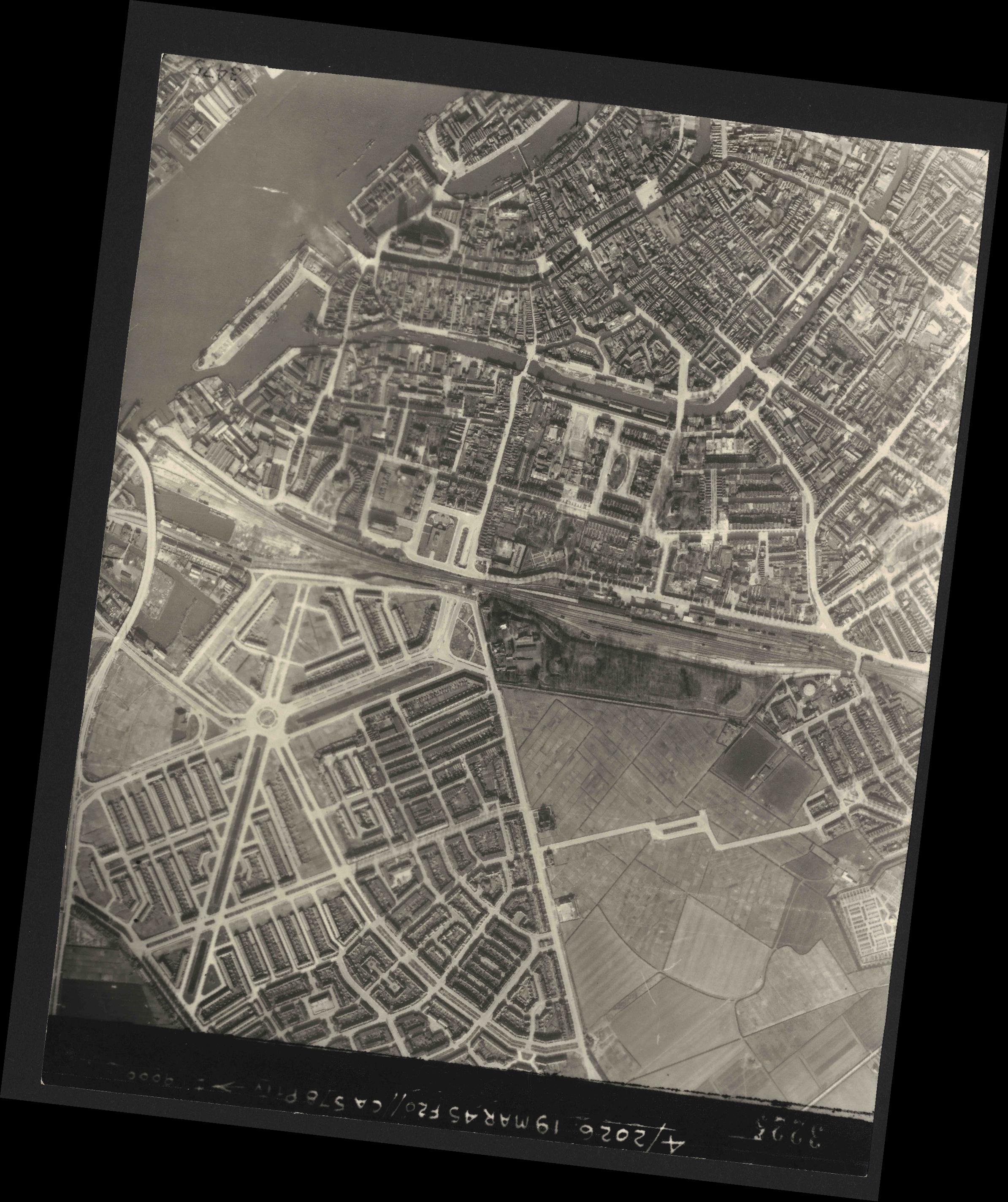 Collection RAF aerial photos 1940-1945 - flight 012, run 08, photo 3225