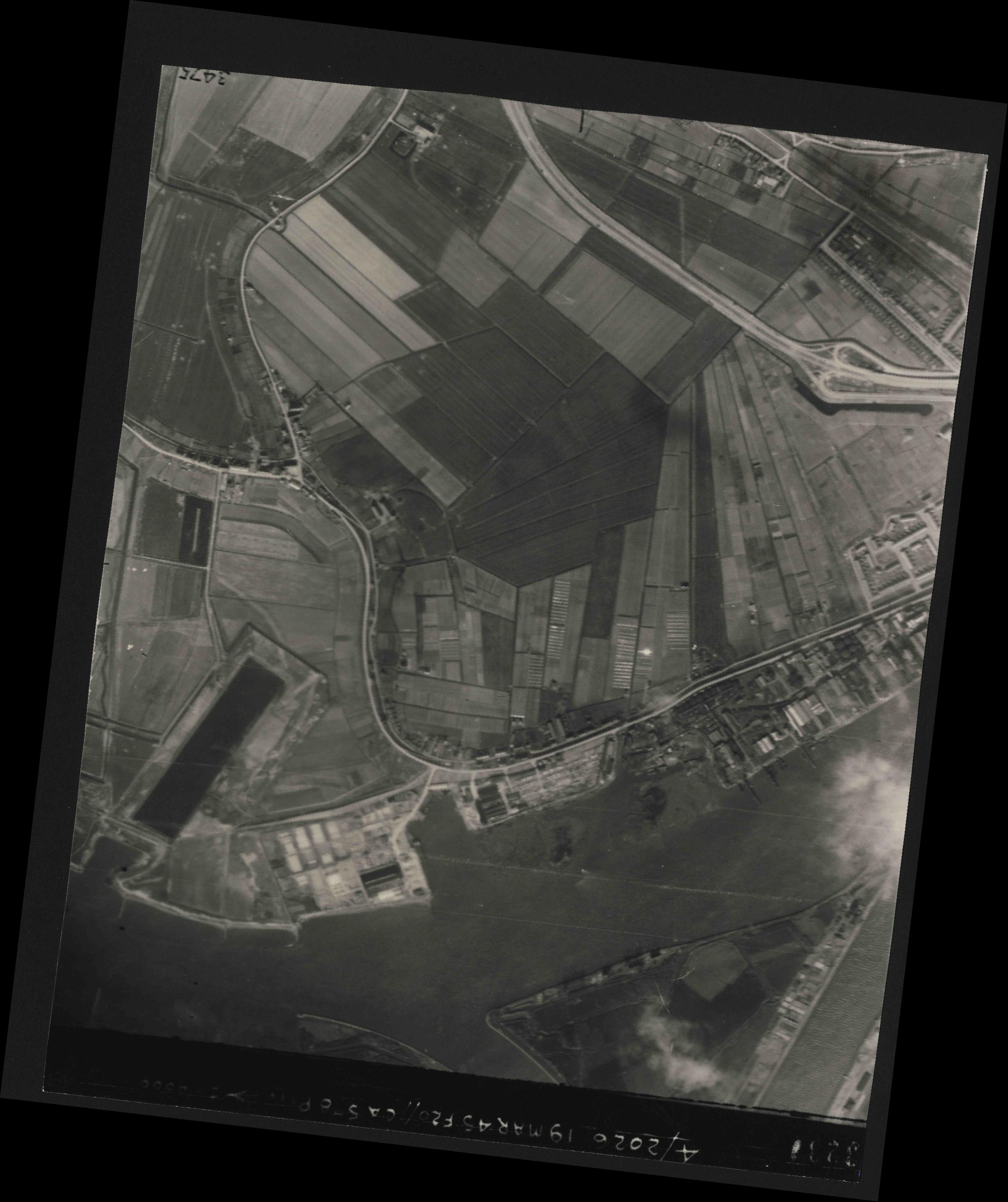 Collection RAF aerial photos 1940-1945 - flight 012, run 08, photo 3234