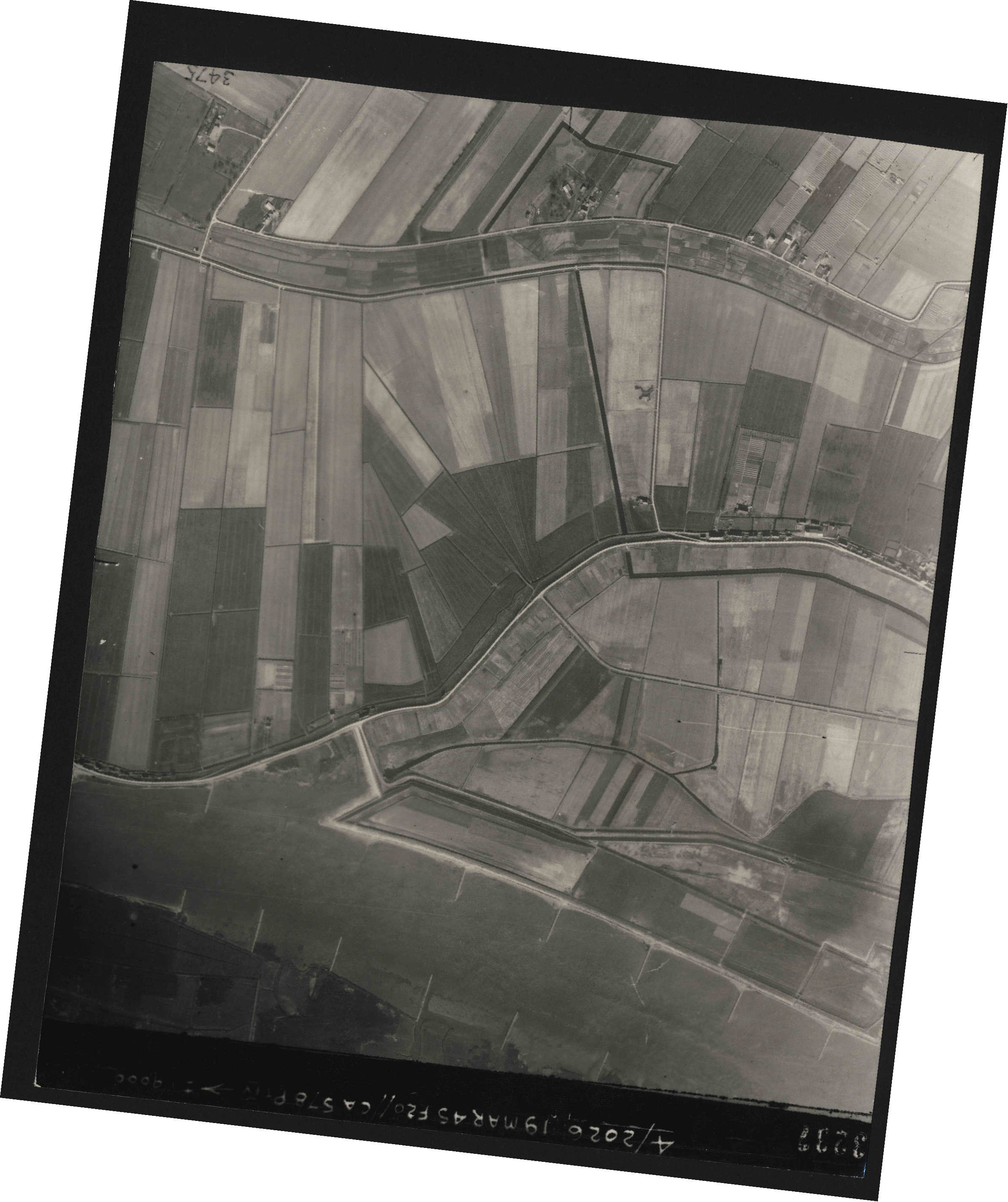 Collection RAF aerial photos 1940-1945 - flight 012, run 08, photo 3237