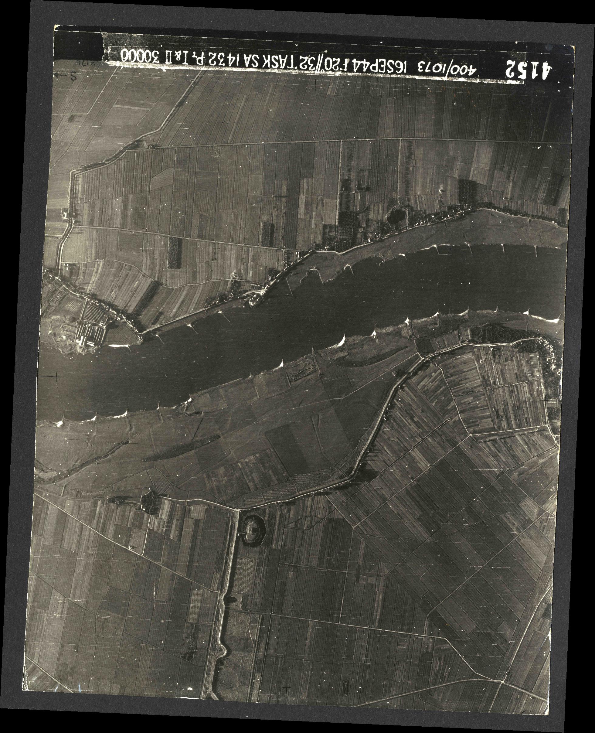 Collection RAF aerial photos 1940-1945 - flight 013, run 01, photo 4152