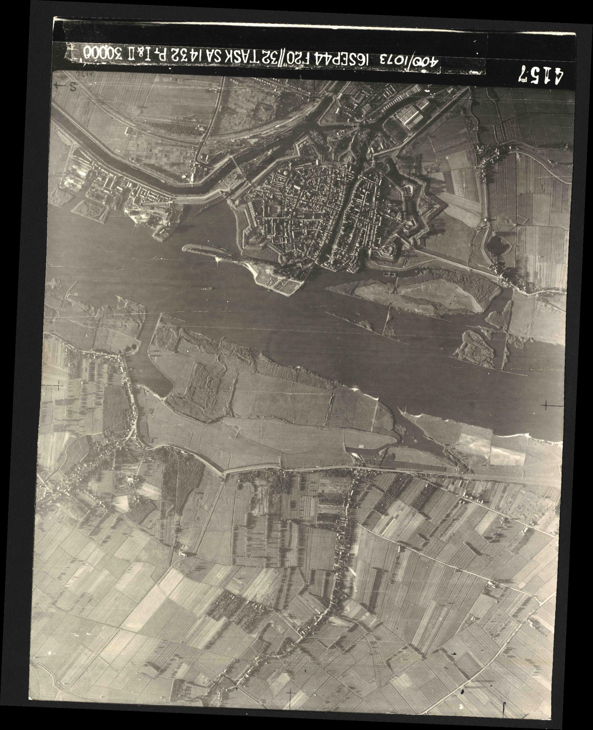 Collection RAF aerial photos 1940-1945 - flight 013, run 01, photo 4157