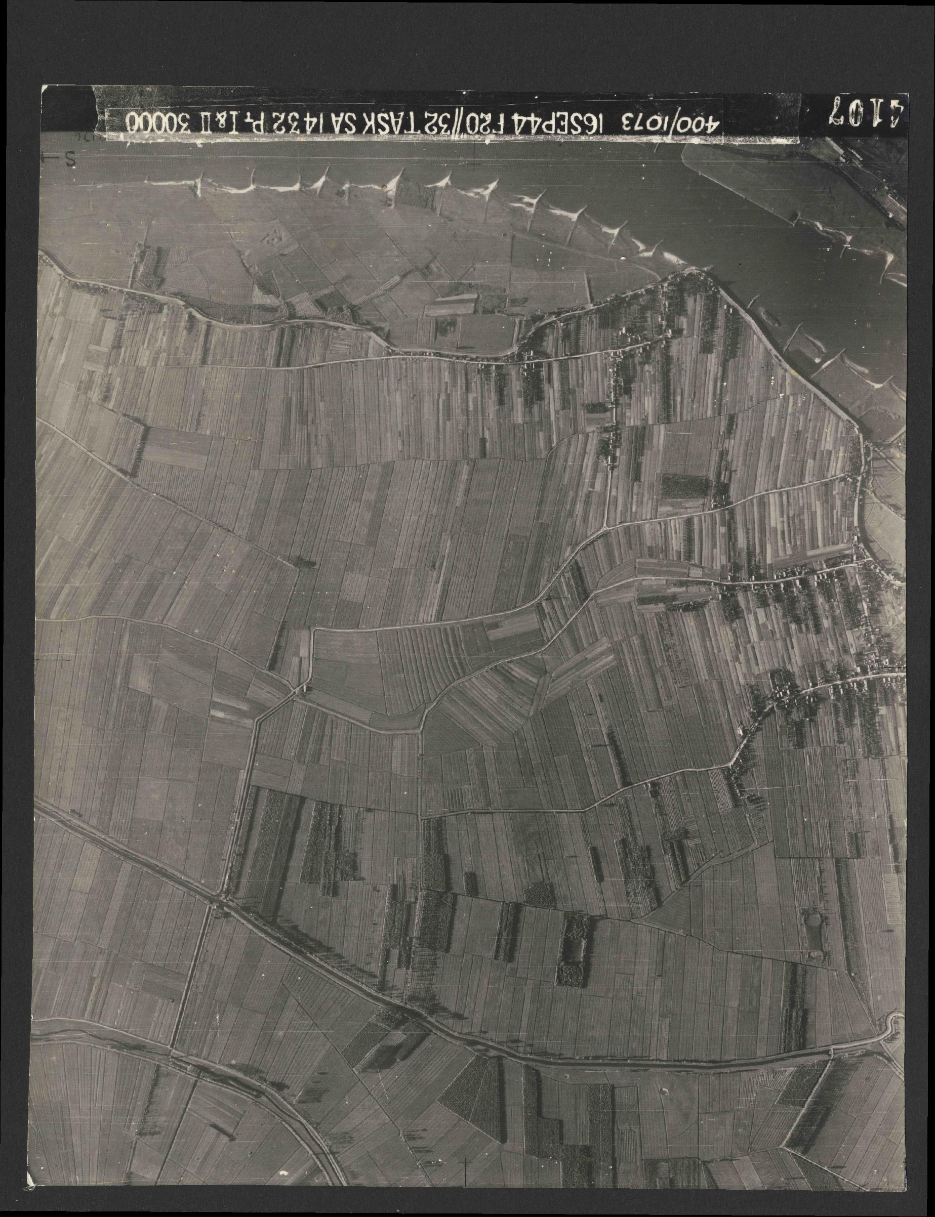 Collection RAF aerial photos 1940-1945 - flight 013, run 02, photo 4107