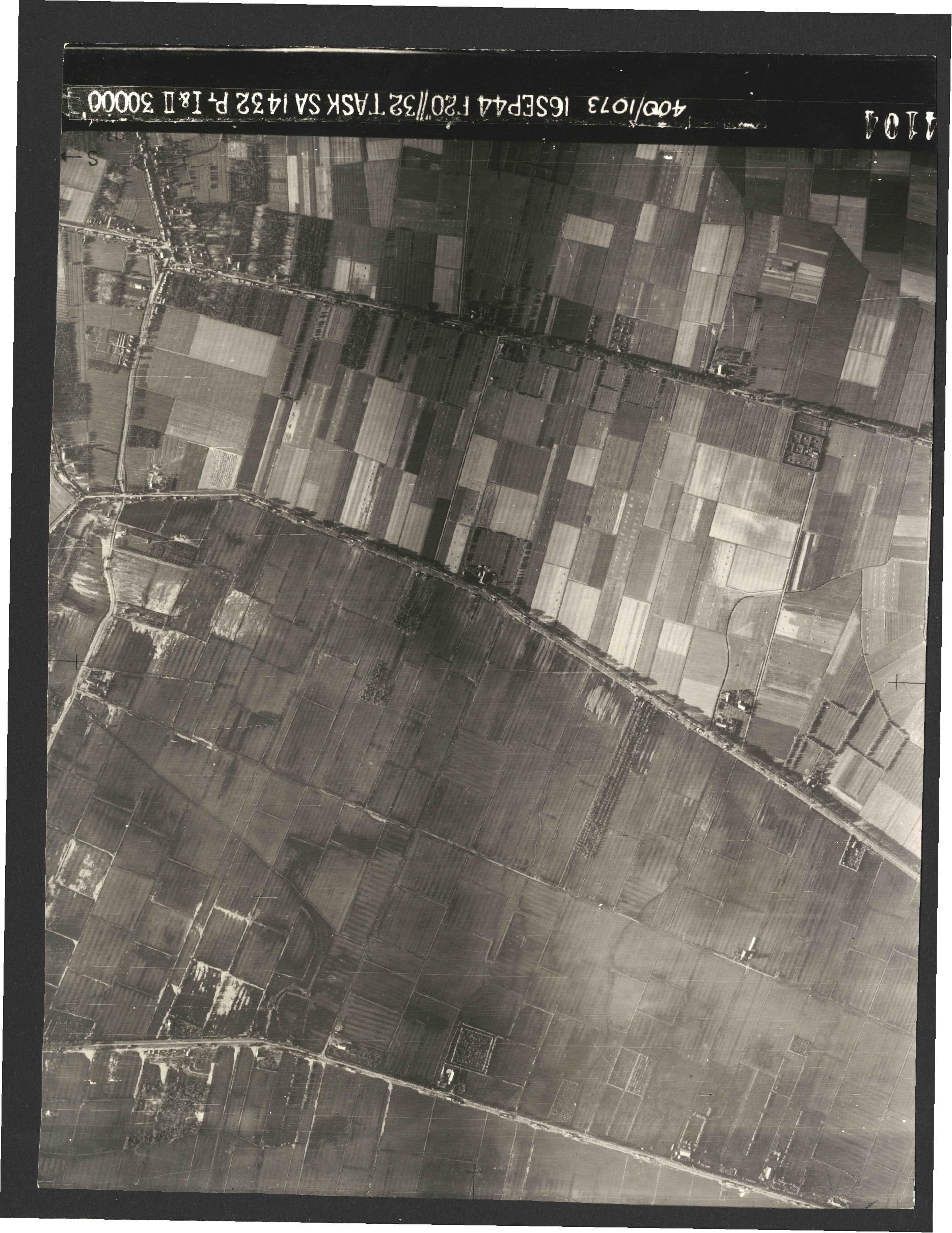 Collection RAF aerial photos 1940-1945 - flight 013, run 04, photo 4104