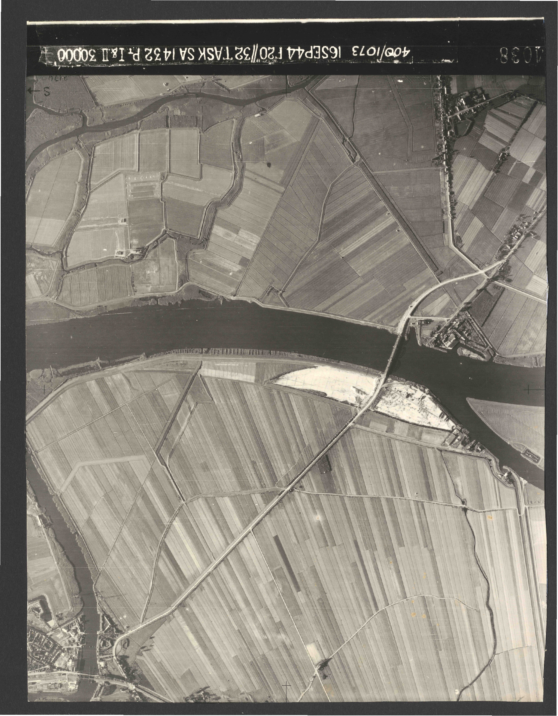 Collection RAF aerial photos 1940-1945 - flight 013, run 06, photo 4038