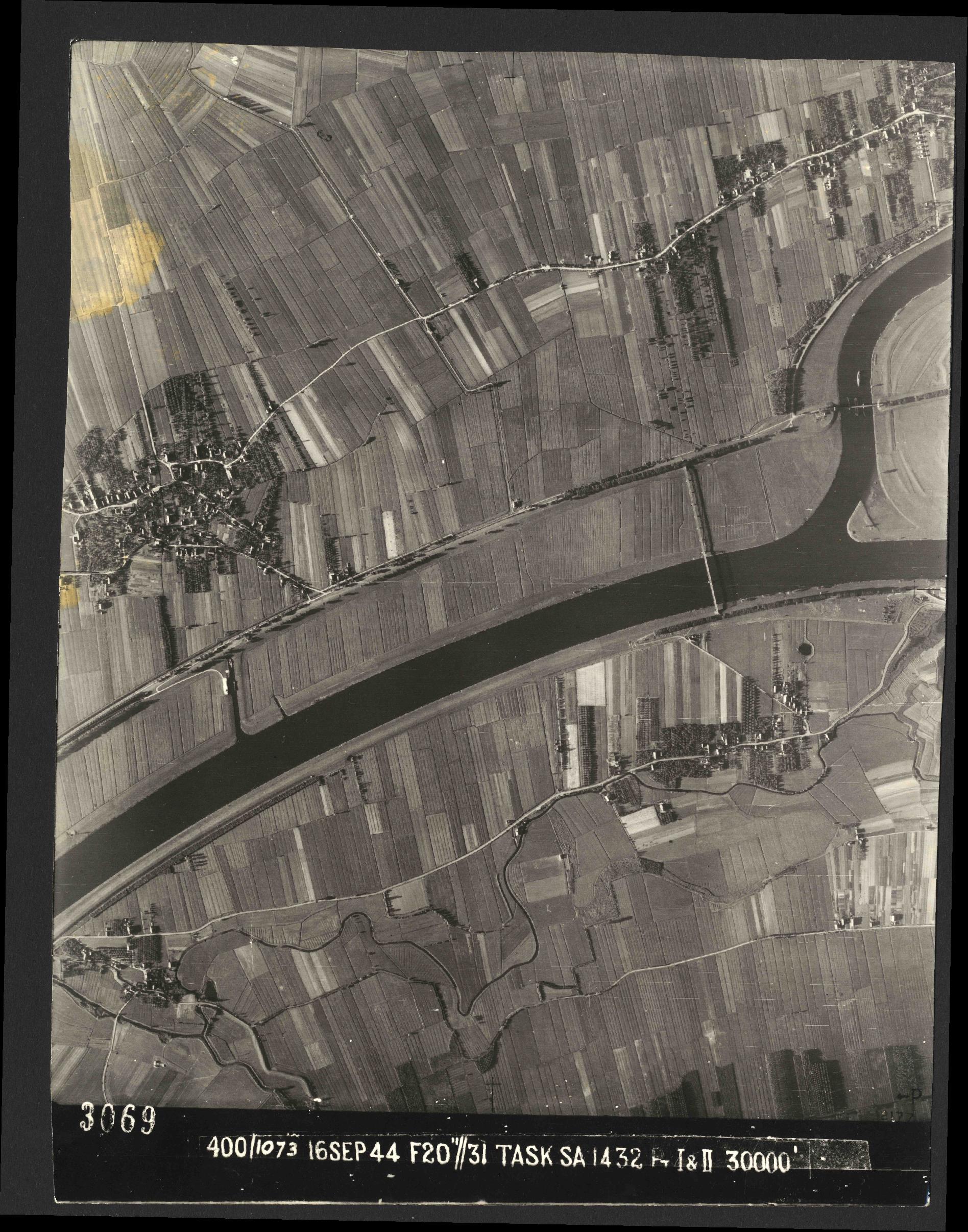 Collection RAF aerial photos 1940-1945 - flight 013, run 07, photo 3069