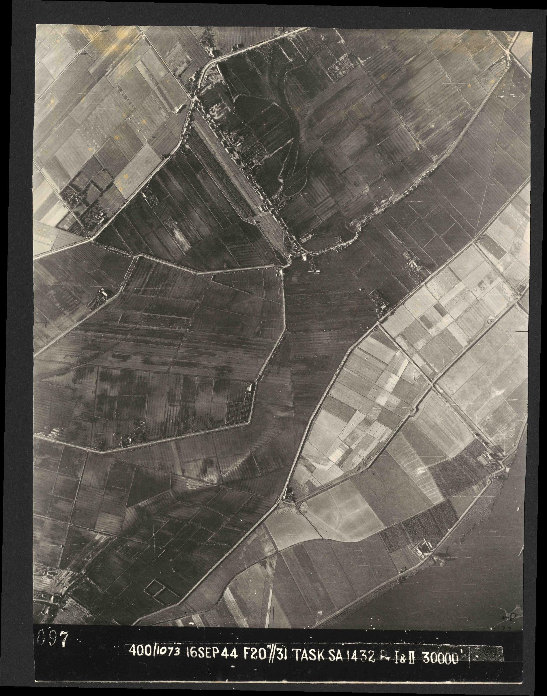 Collection RAF aerial photos 1940-1945 - flight 013, run 07, photo 3097
