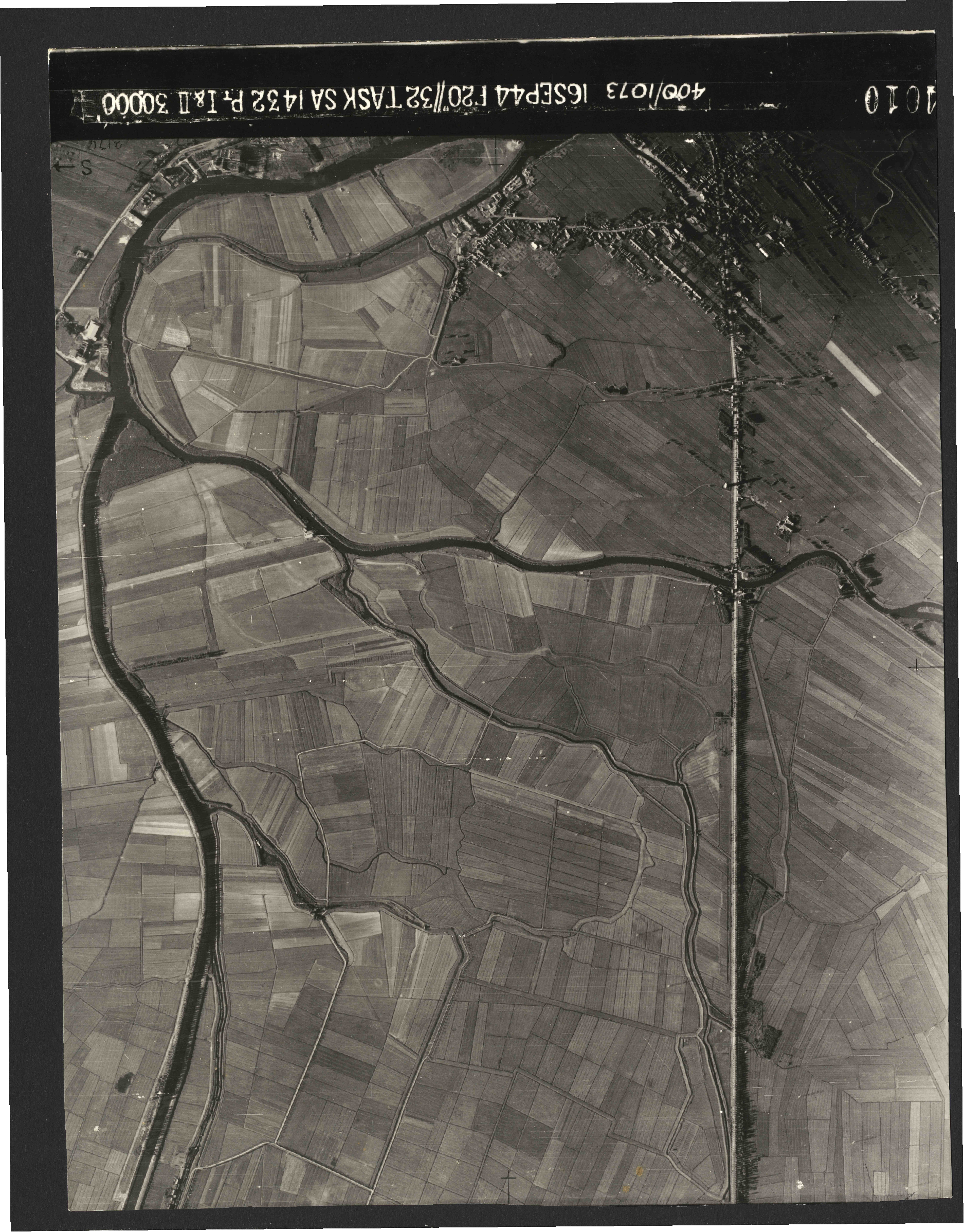 Collection RAF aerial photos 1940-1945 - flight 013, run 09, photo 4010