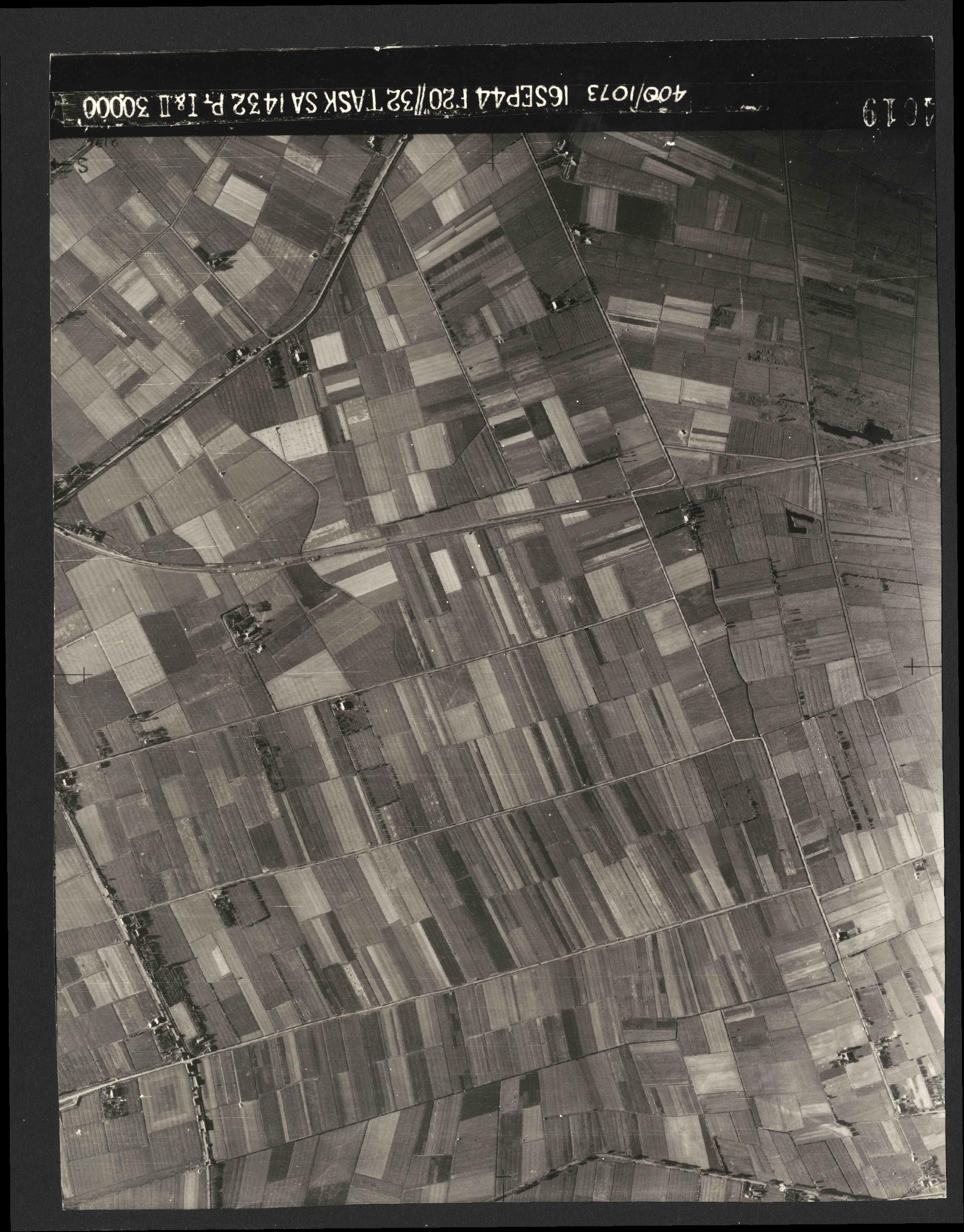 Collection RAF aerial photos 1940-1945 - flight 013, run 09, photo 4019