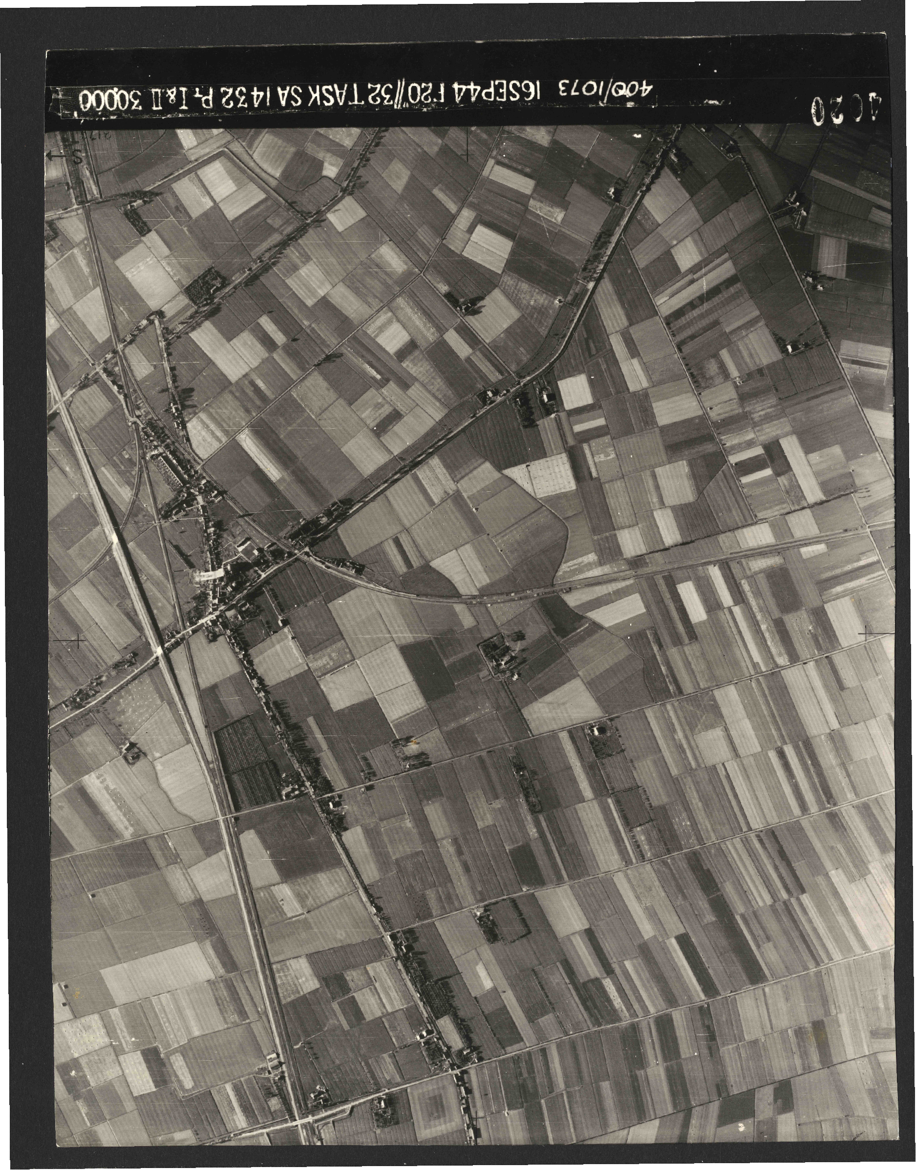 Collection RAF aerial photos 1940-1945 - flight 013, run 09, photo 4020