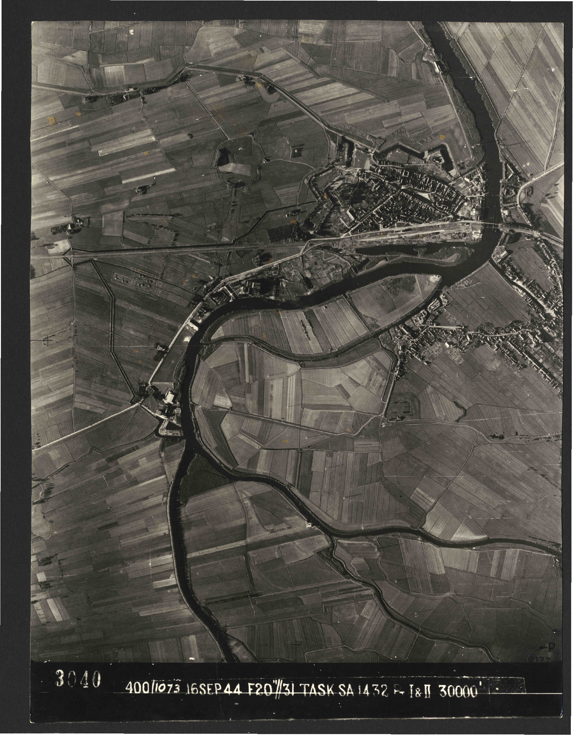 Collection RAF aerial photos 1940-1945 - flight 013, run 10, photo 3040