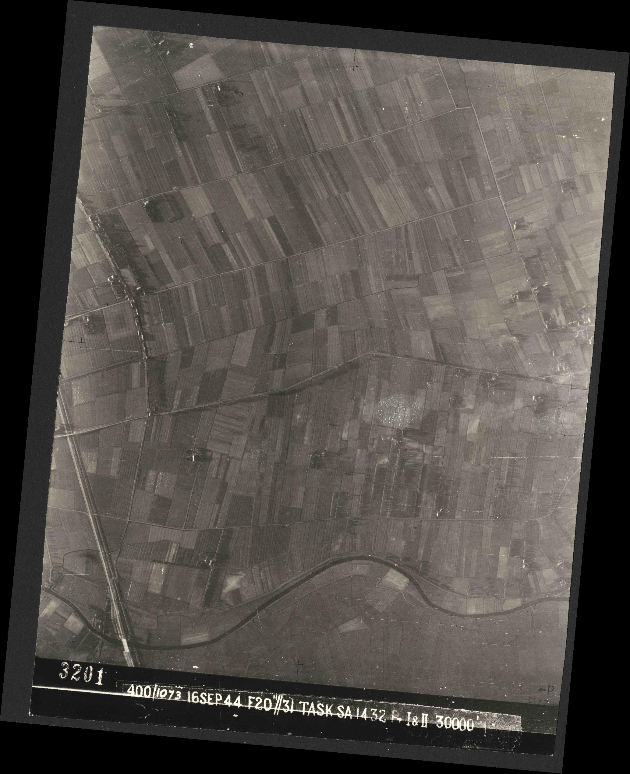 Collection RAF aerial photos 1940-1945 - flight 013, run 12, photo 3201