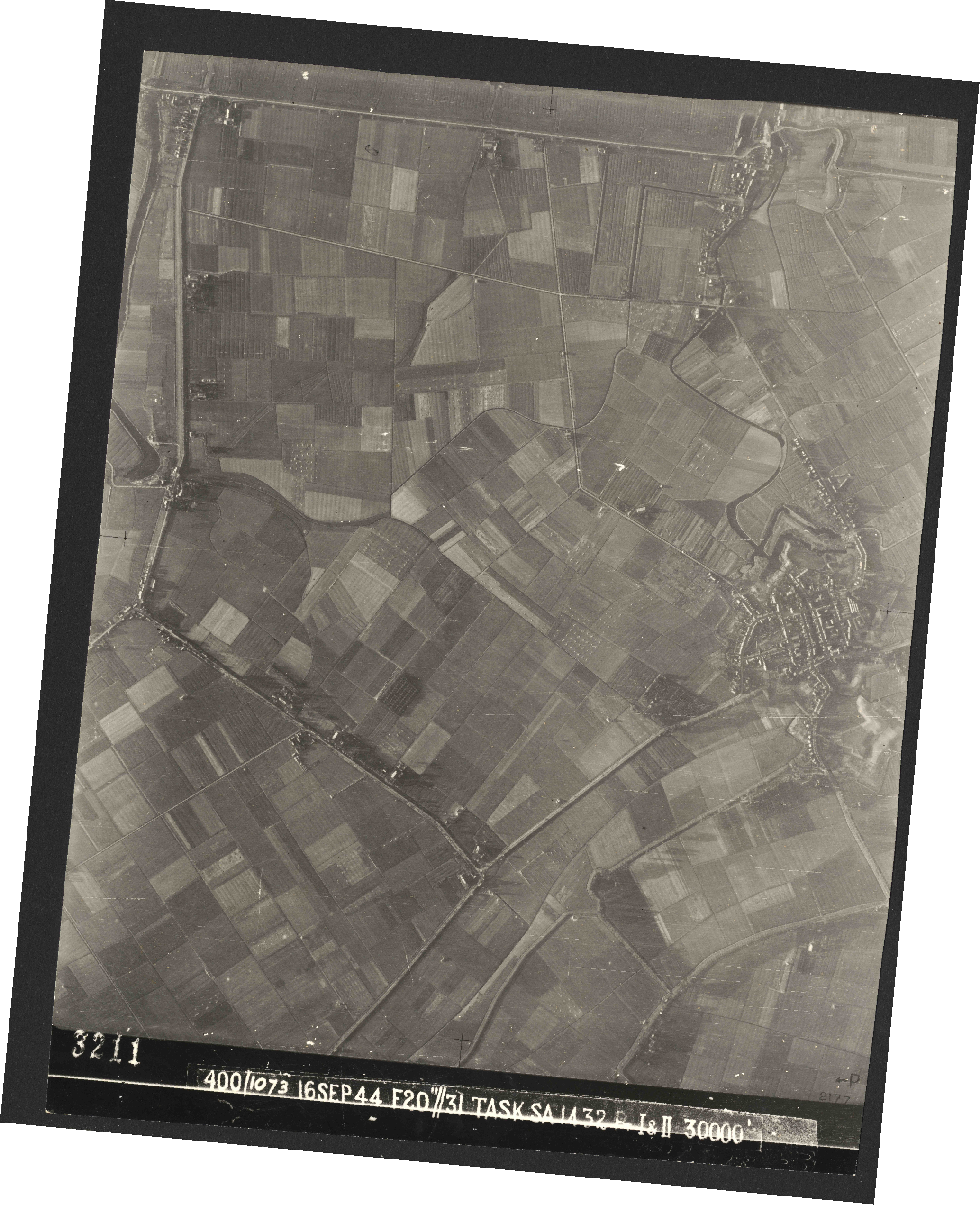 Collection RAF aerial photos 1940-1945 - flight 013, run 12, photo 3211
