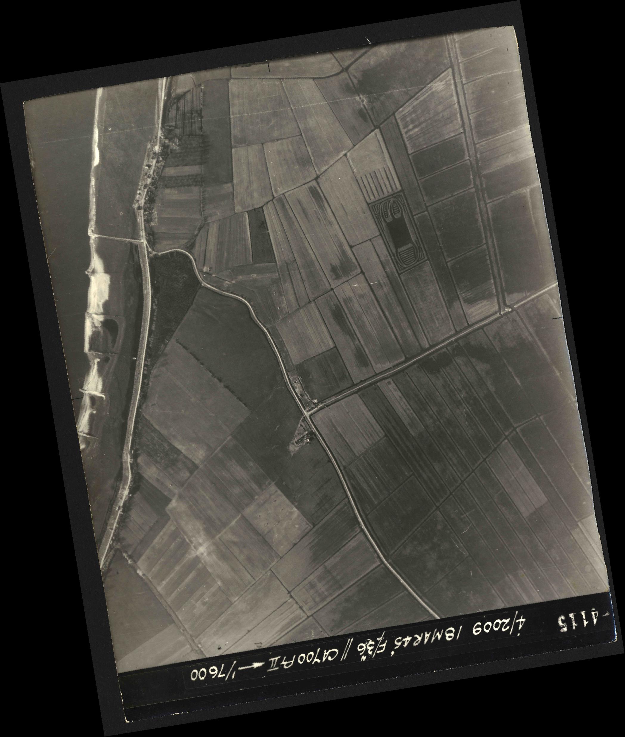 Collection RAF aerial photos 1940-1945 - flight 017, run 07, photo 4115