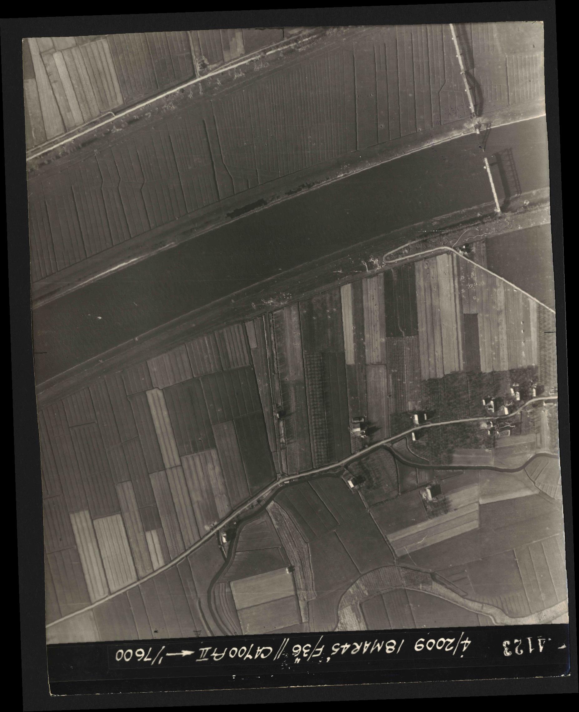 Collection RAF aerial photos 1940-1945 - flight 017, run 09, photo 4123
