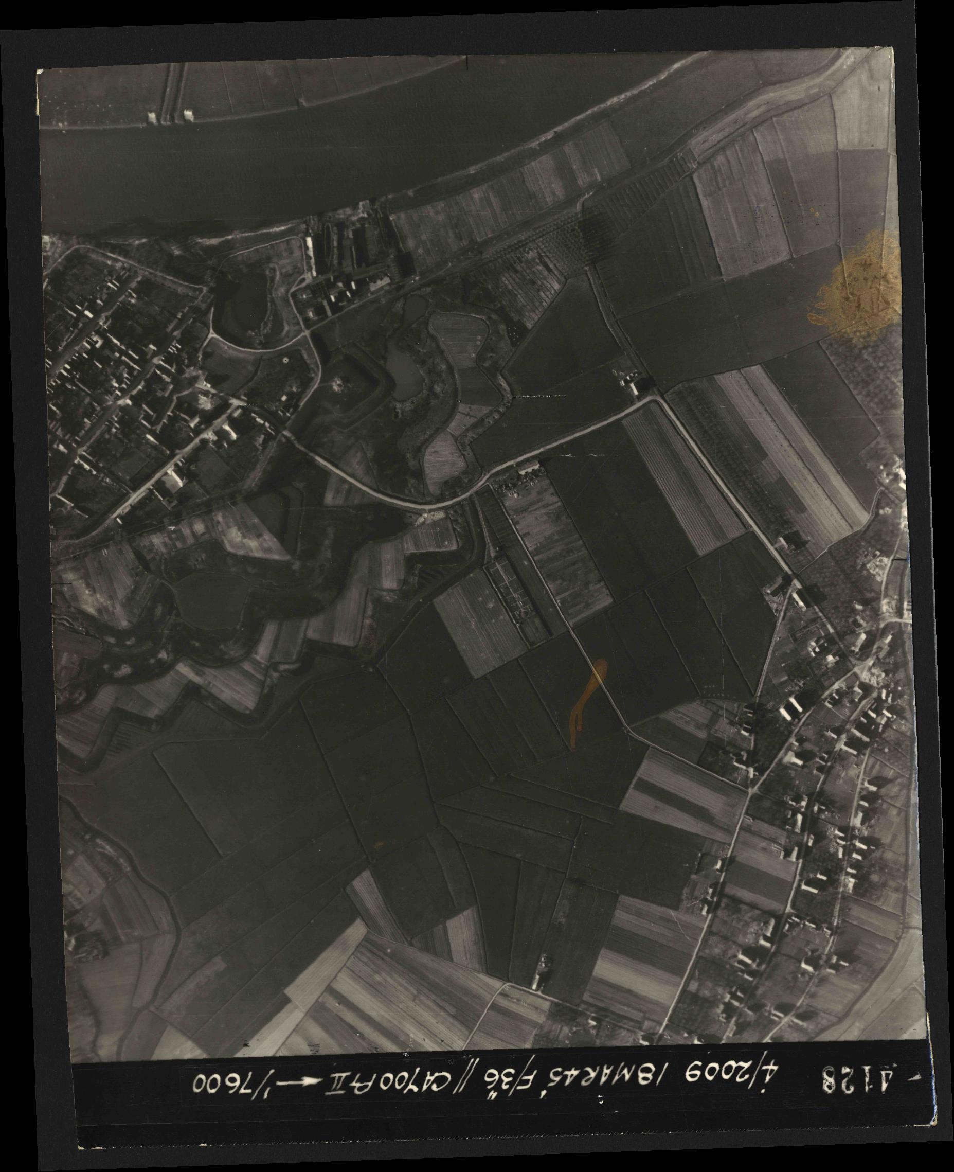 Collection RAF aerial photos 1940-1945 - flight 017, run 09, photo 4128