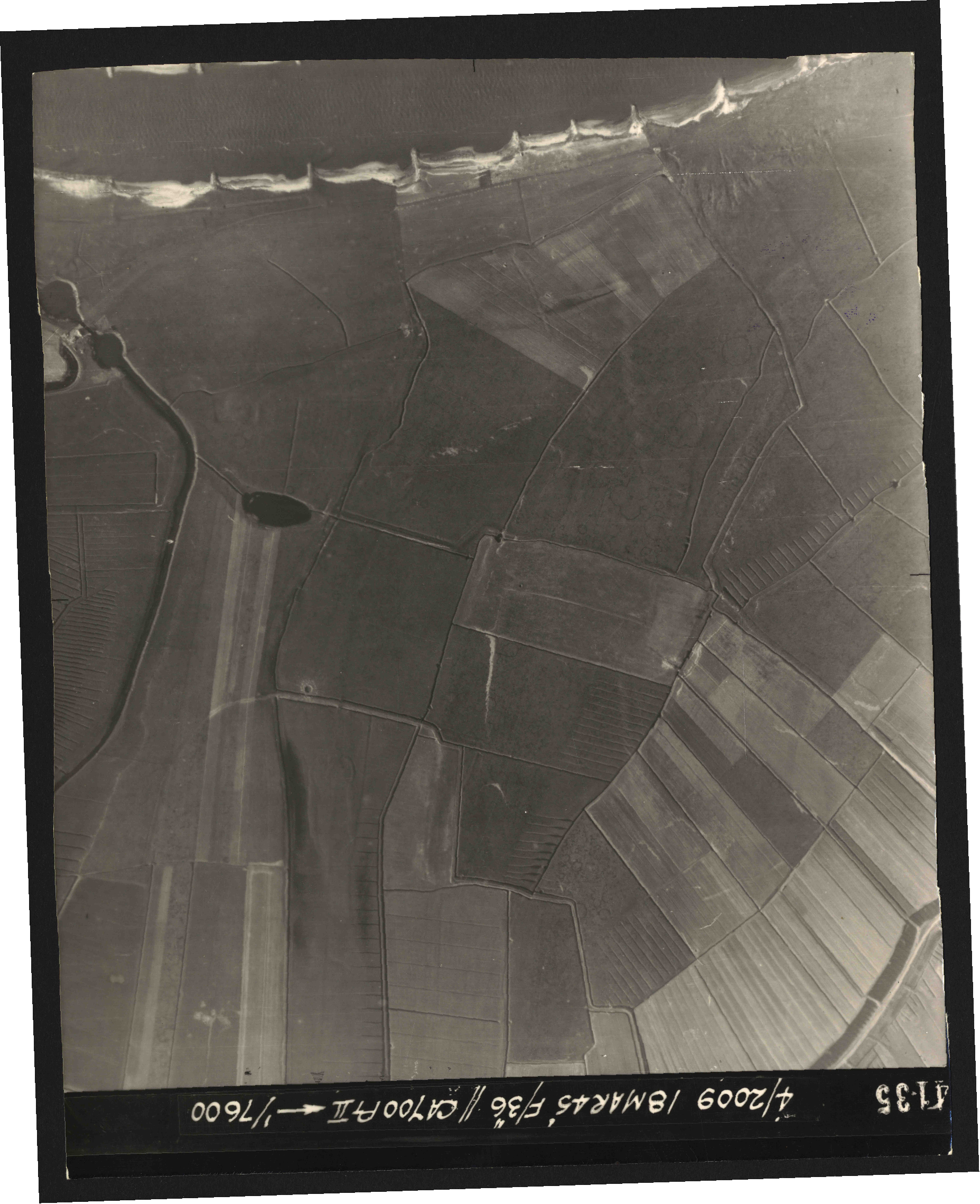 Collection RAF aerial photos 1940-1945 - flight 017, run 09, photo 4135