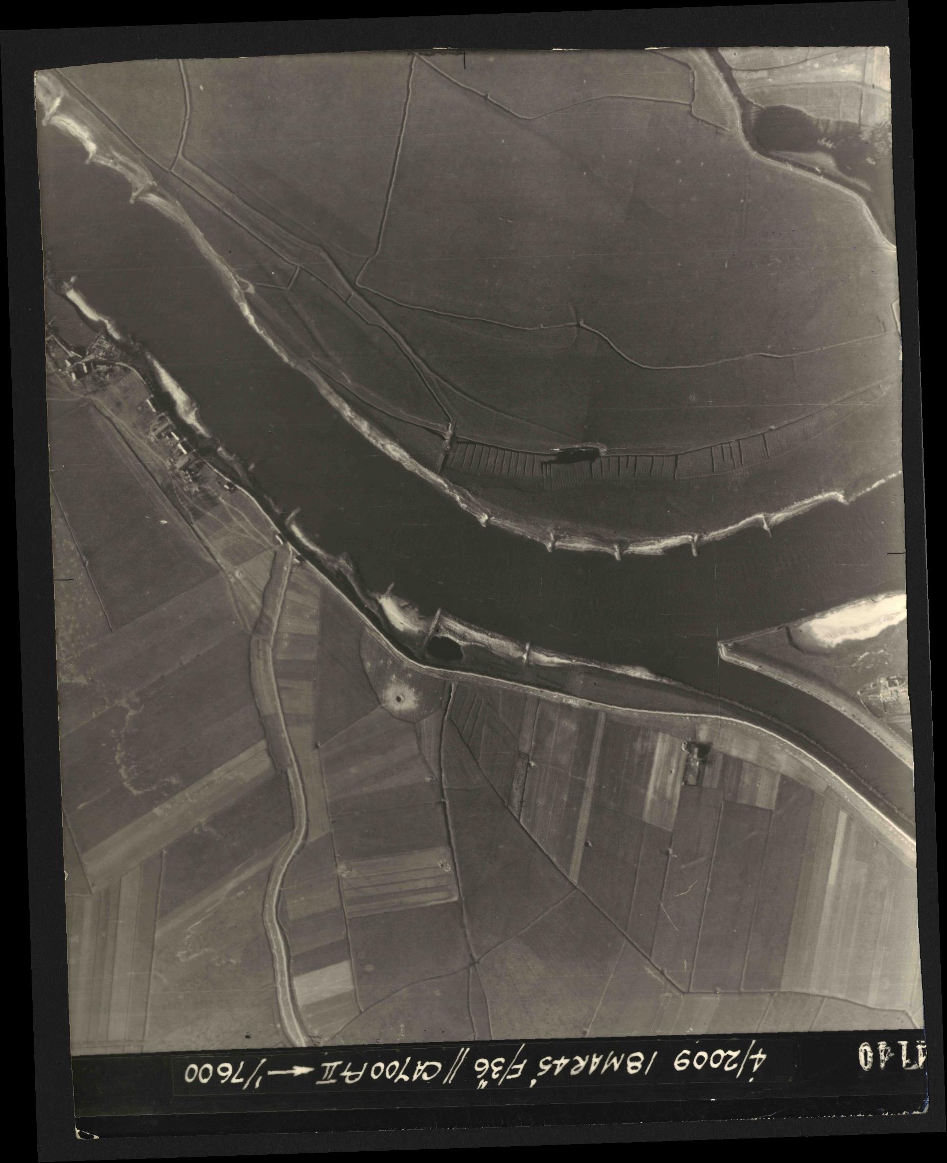 Collection RAF aerial photos 1940-1945 - flight 017, run 09, photo 4140