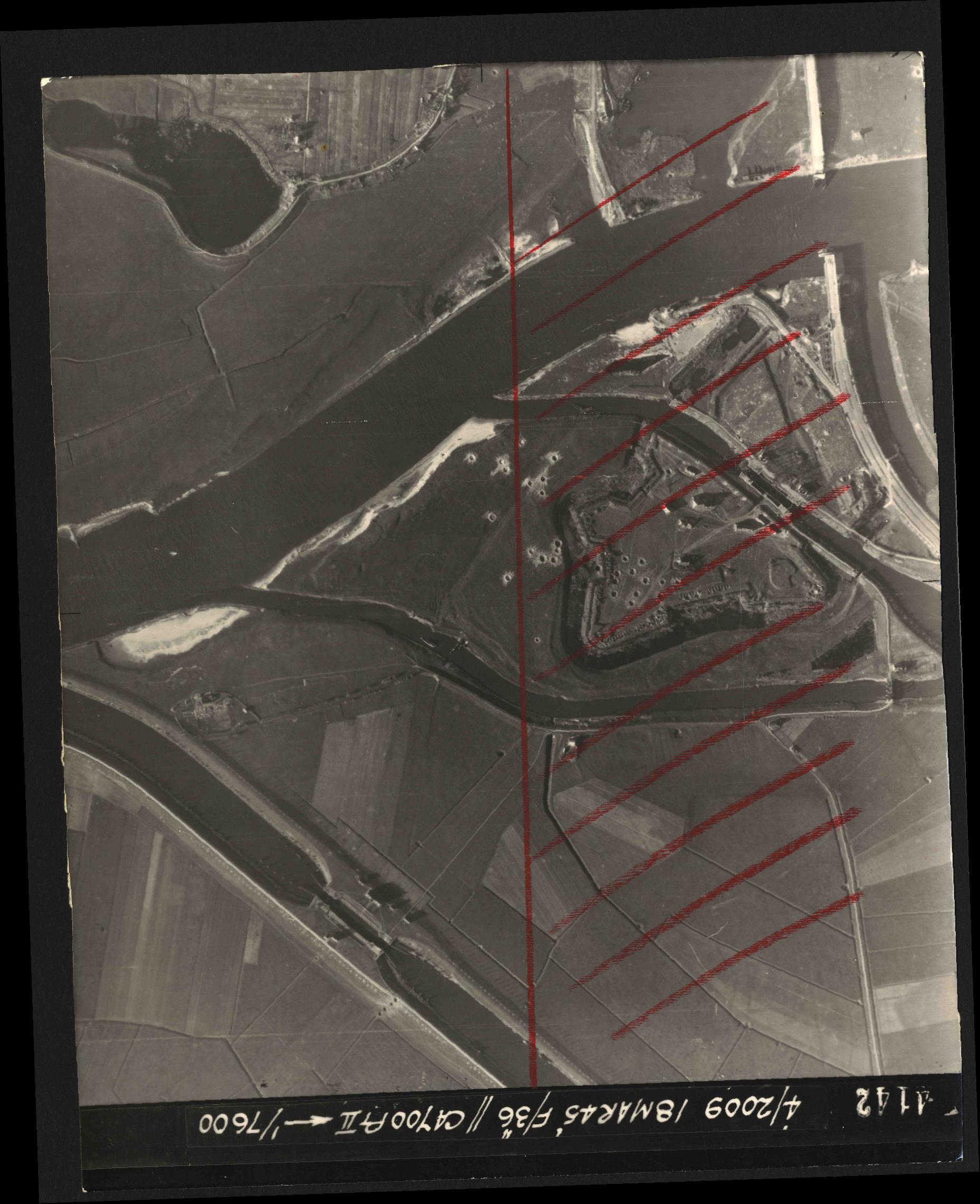 Collection RAF aerial photos 1940-1945 - flight 017, run 09, photo 4142
