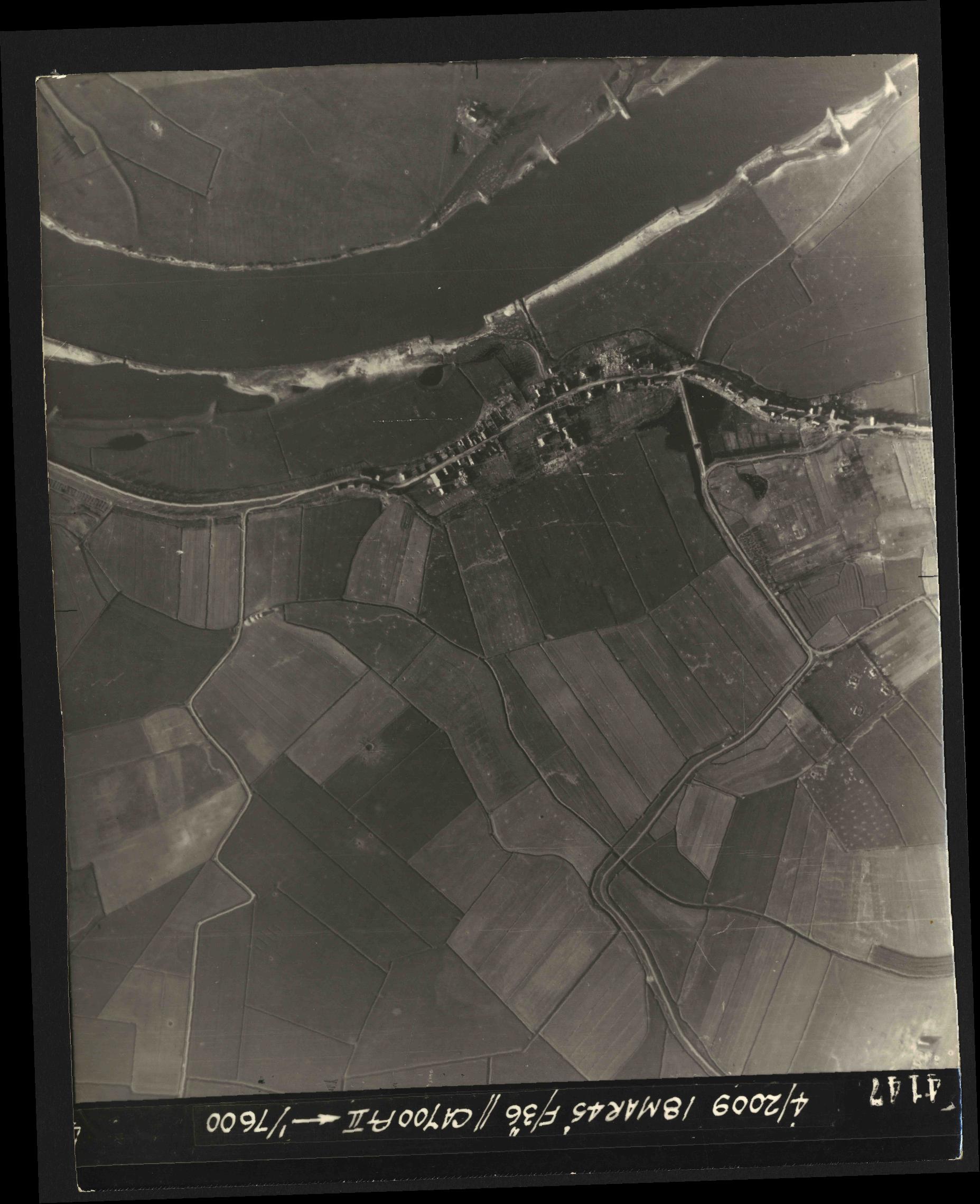 Collection RAF aerial photos 1940-1945 - flight 017, run 09, photo 4147