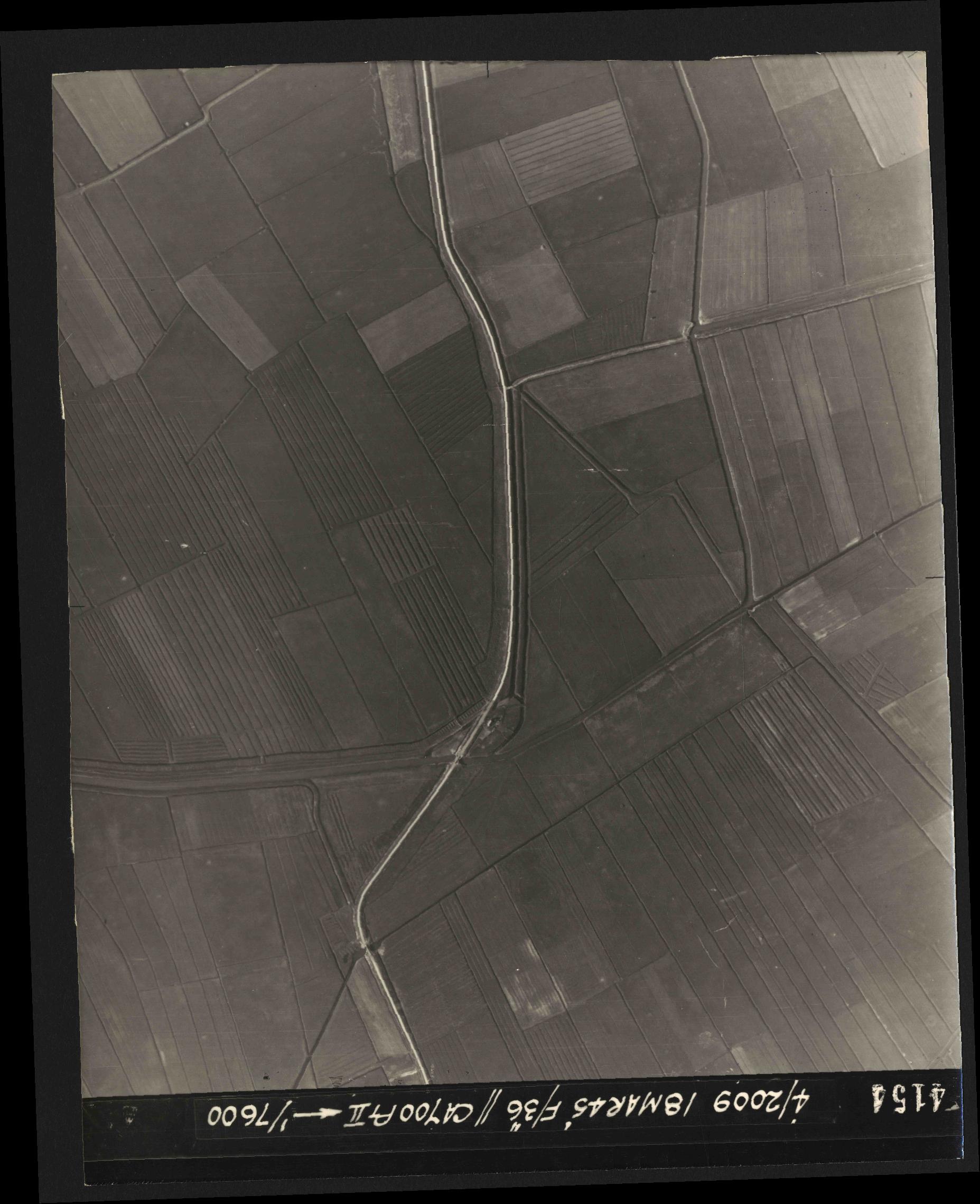 Collection RAF aerial photos 1940-1945 - flight 017, run 09, photo 4154