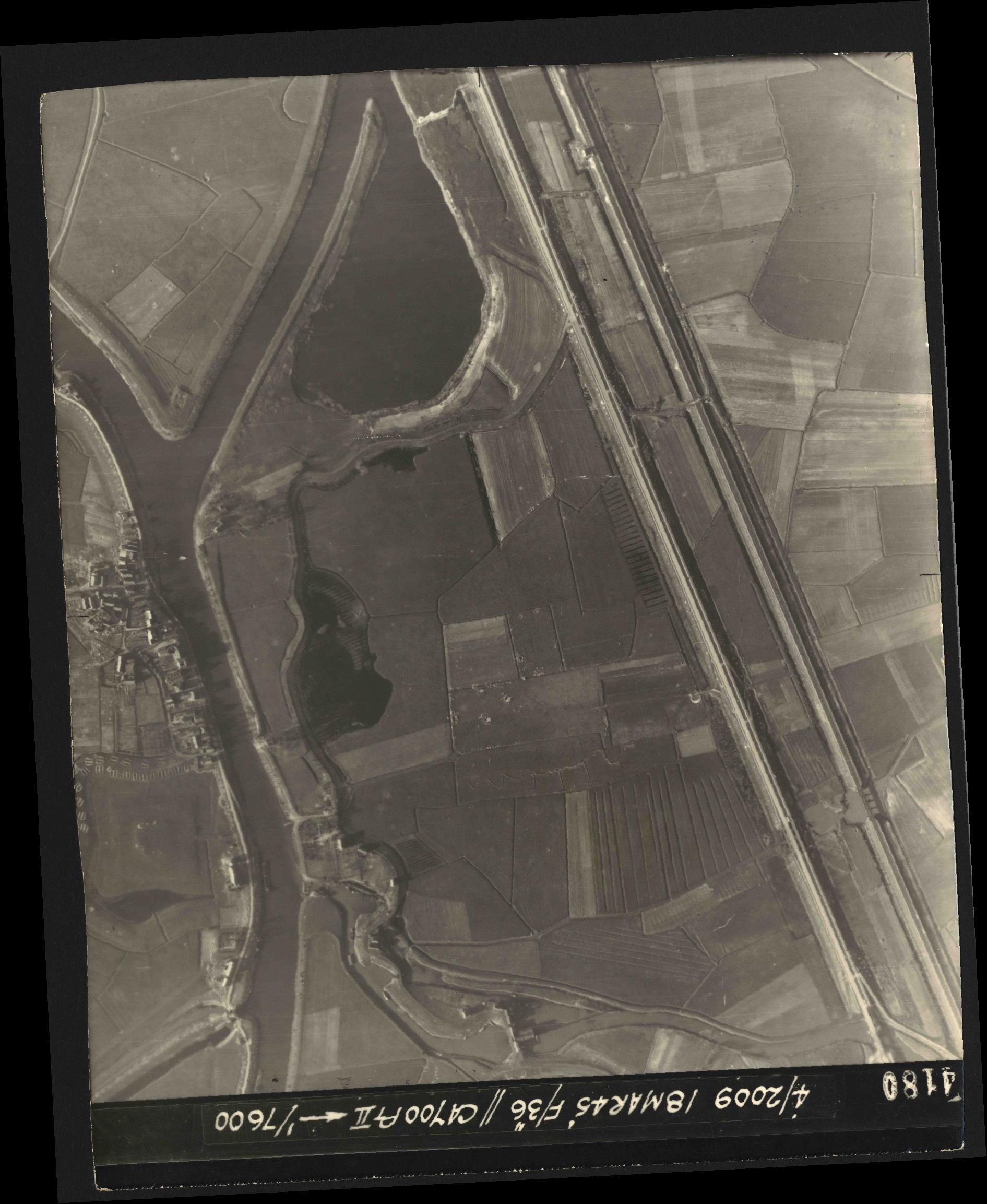 Collection RAF aerial photos 1940-1945 - flight 017, run 10, photo 4180