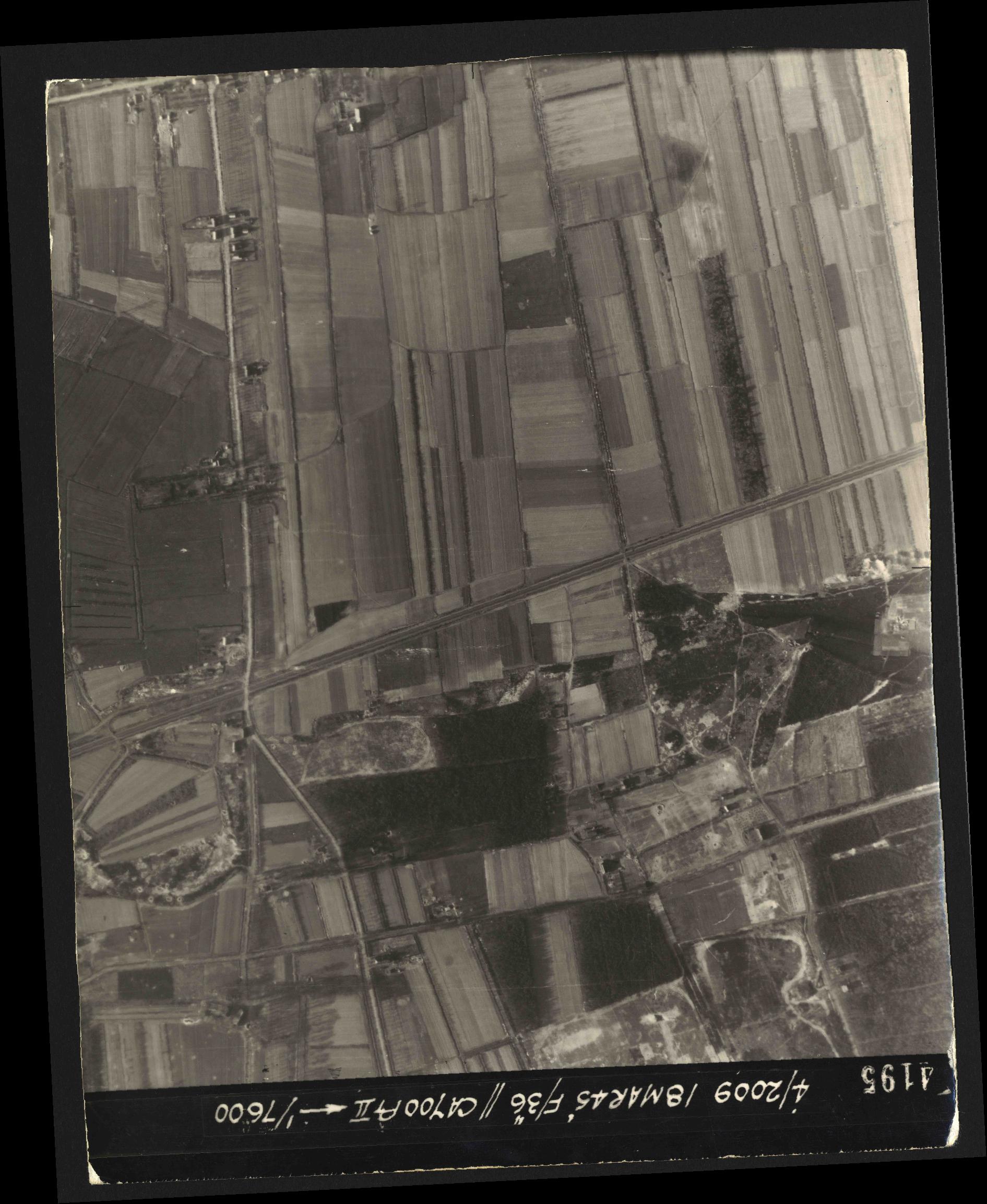 Collection RAF aerial photos 1940-1945 - flight 017, run 10, photo 4195