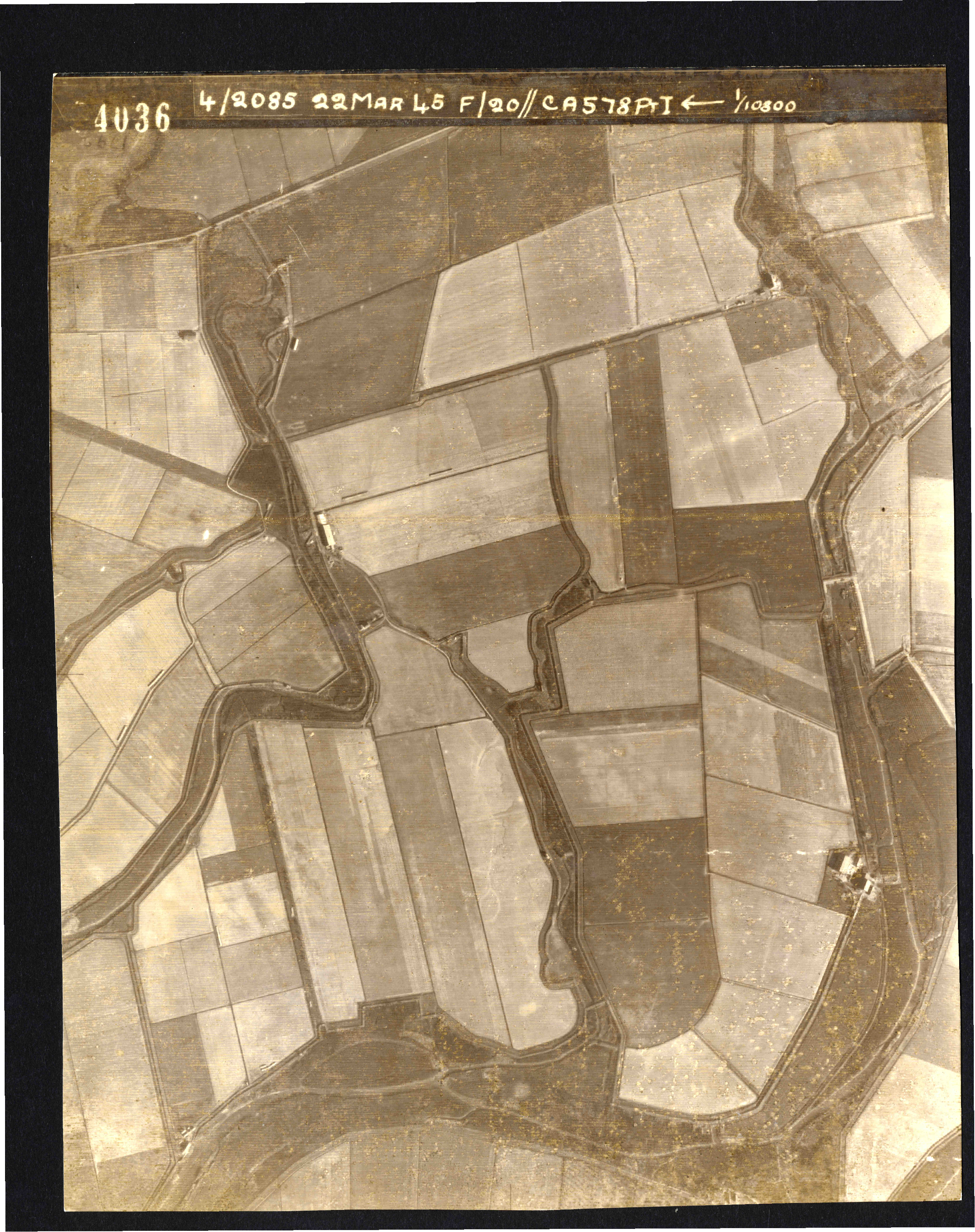 Collection RAF aerial photos 1940-1945 - flight 021, run 01, photo 4036