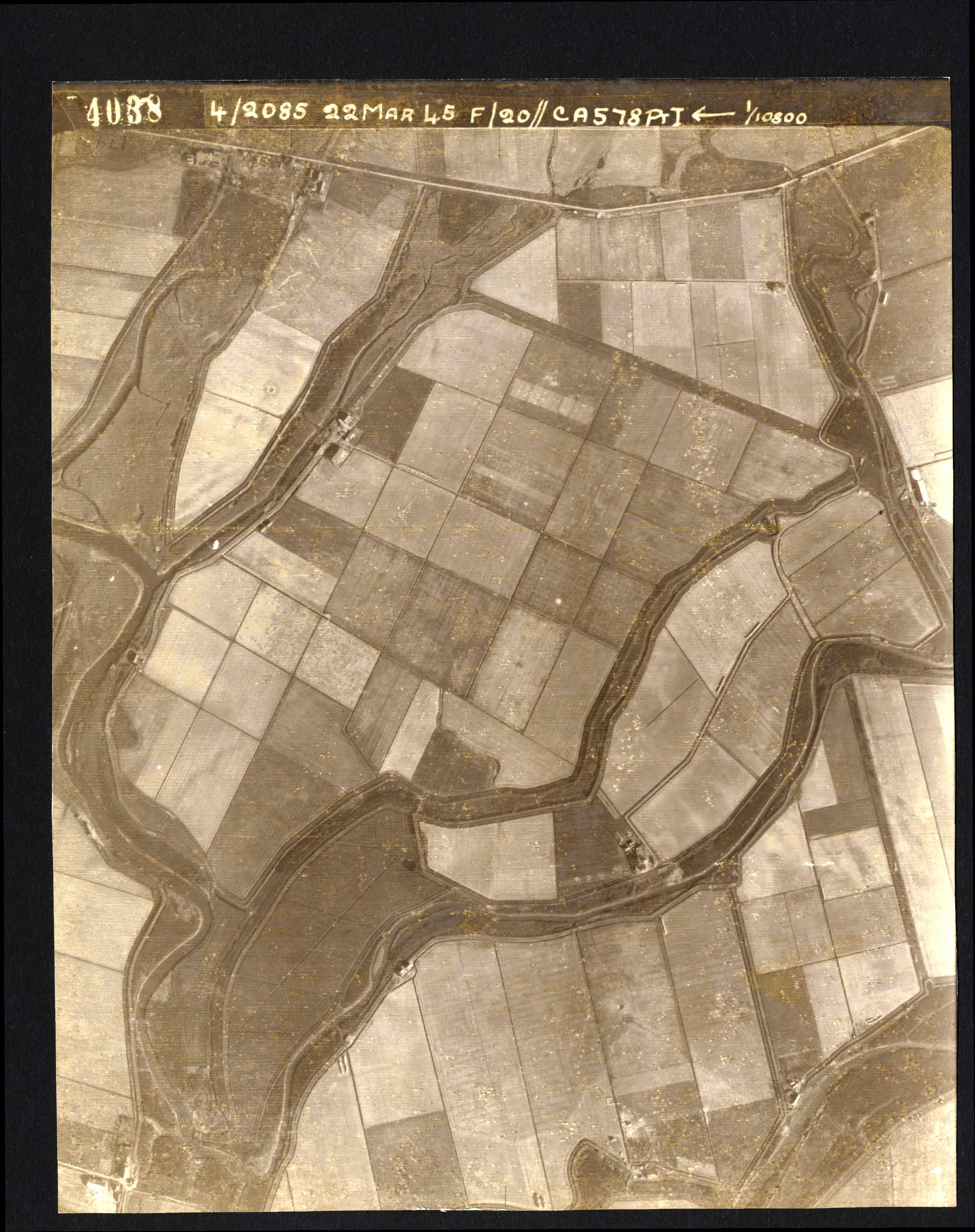 Collection RAF aerial photos 1940-1945 - flight 021, run 01, photo 4038