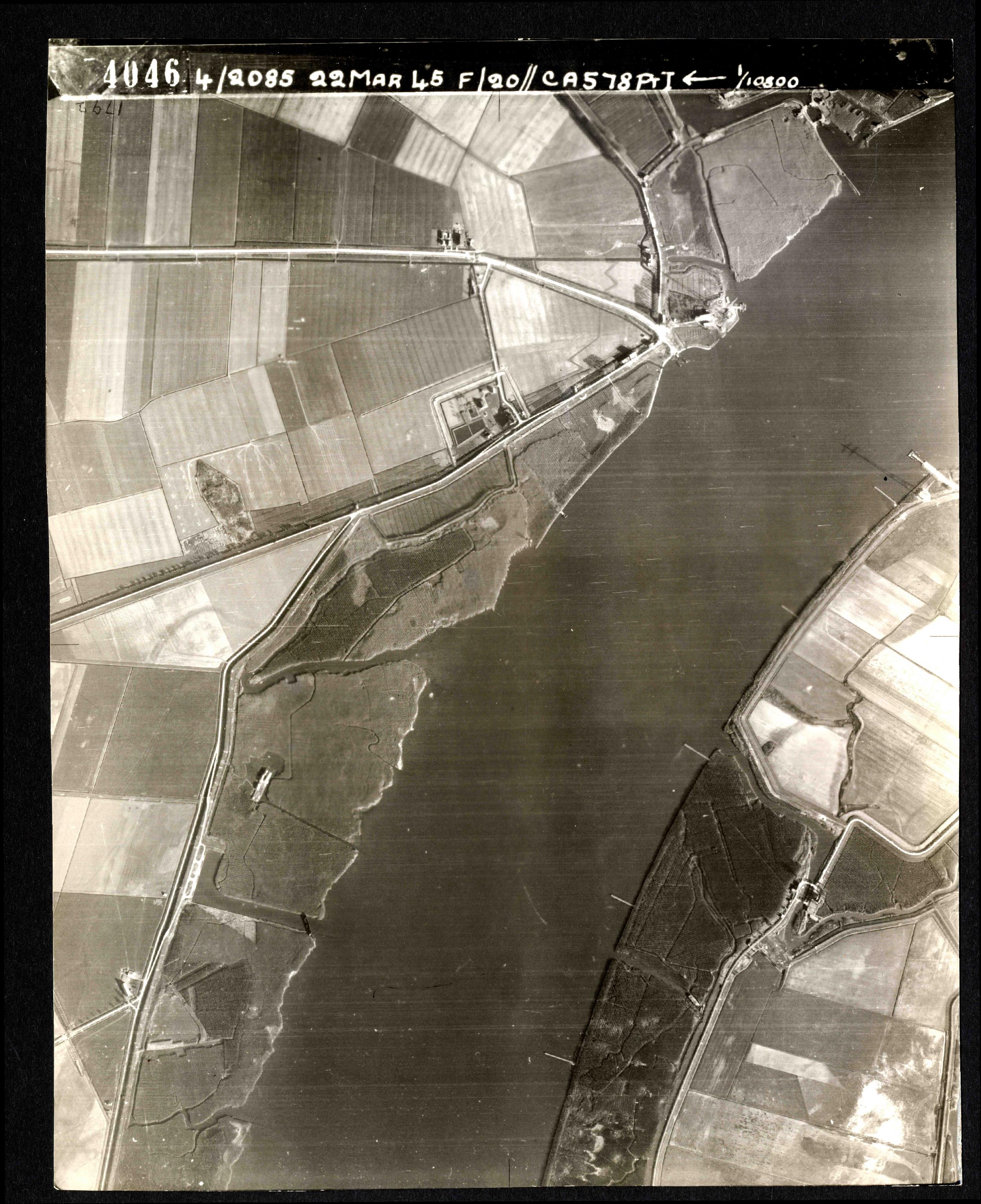 Collection RAF aerial photos 1940-1945 - flight 021, run 01, photo 4046