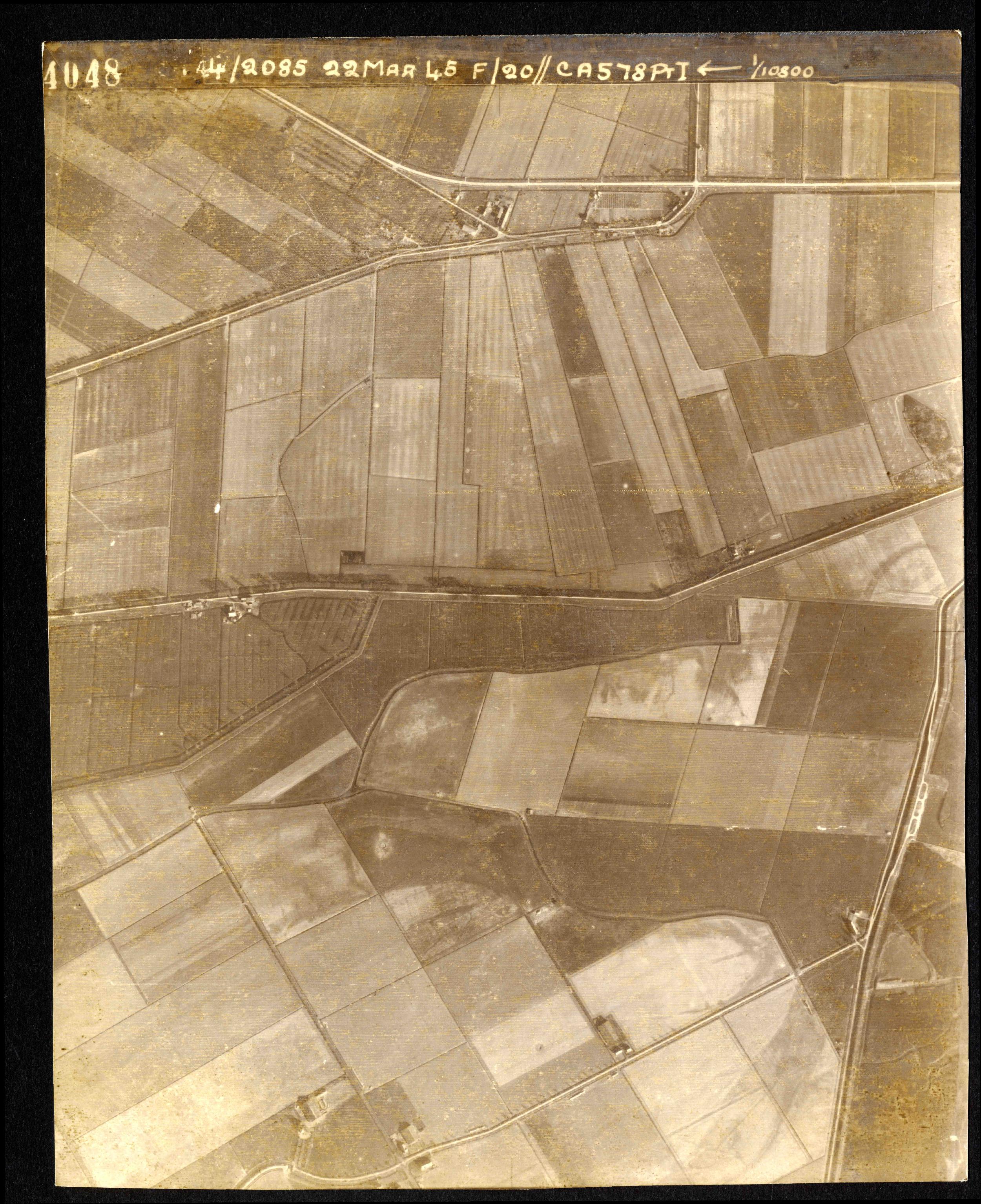 Collection RAF aerial photos 1940-1945 - flight 021, run 01, photo 4048