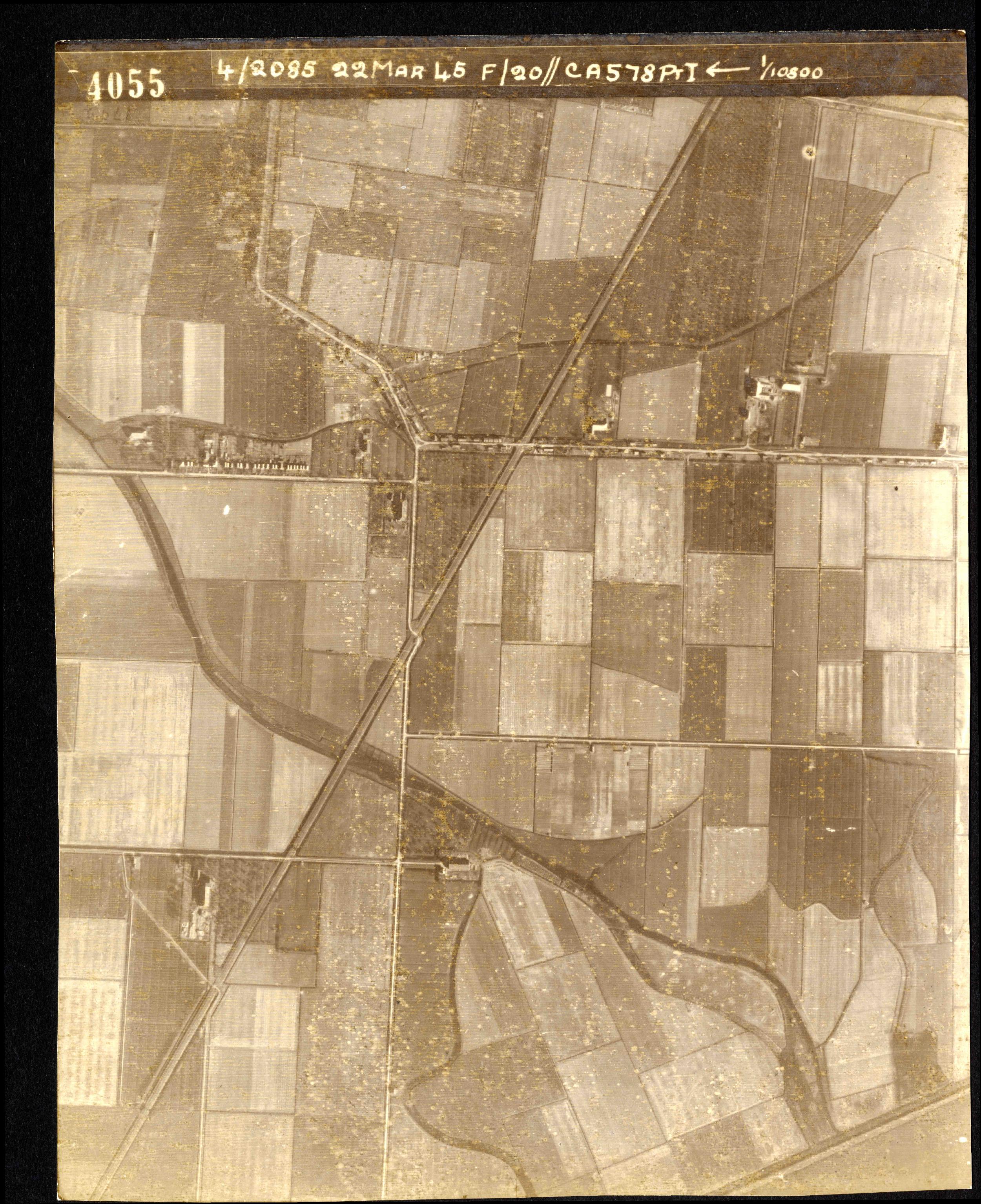 Collection RAF aerial photos 1940-1945 - flight 021, run 01, photo 4055