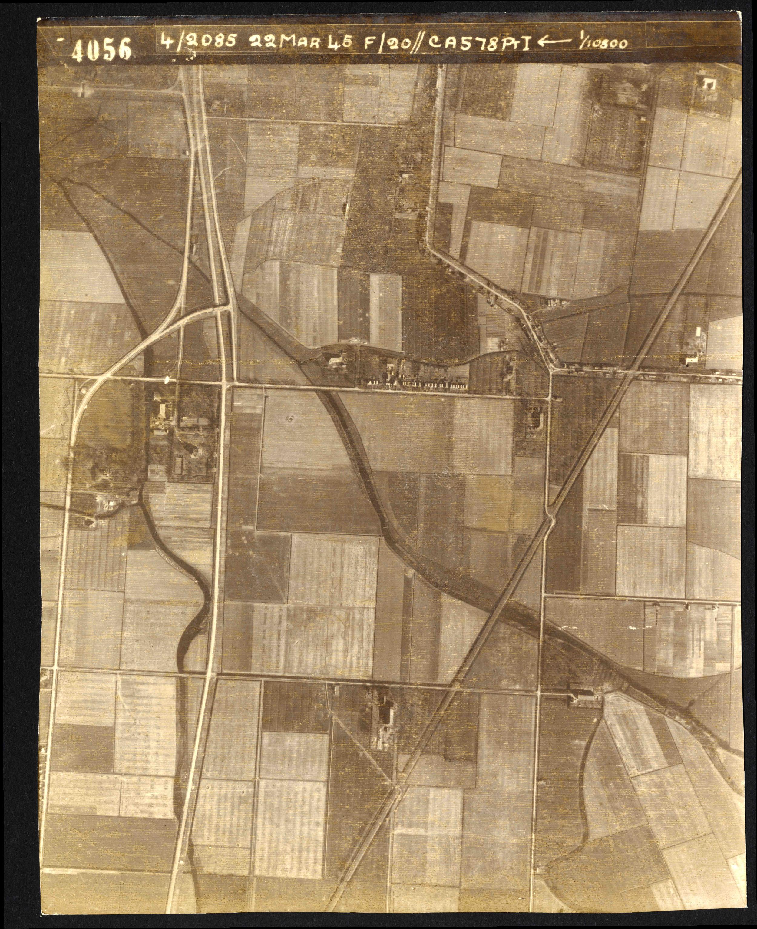 Collection RAF aerial photos 1940-1945 - flight 021, run 01, photo 4056