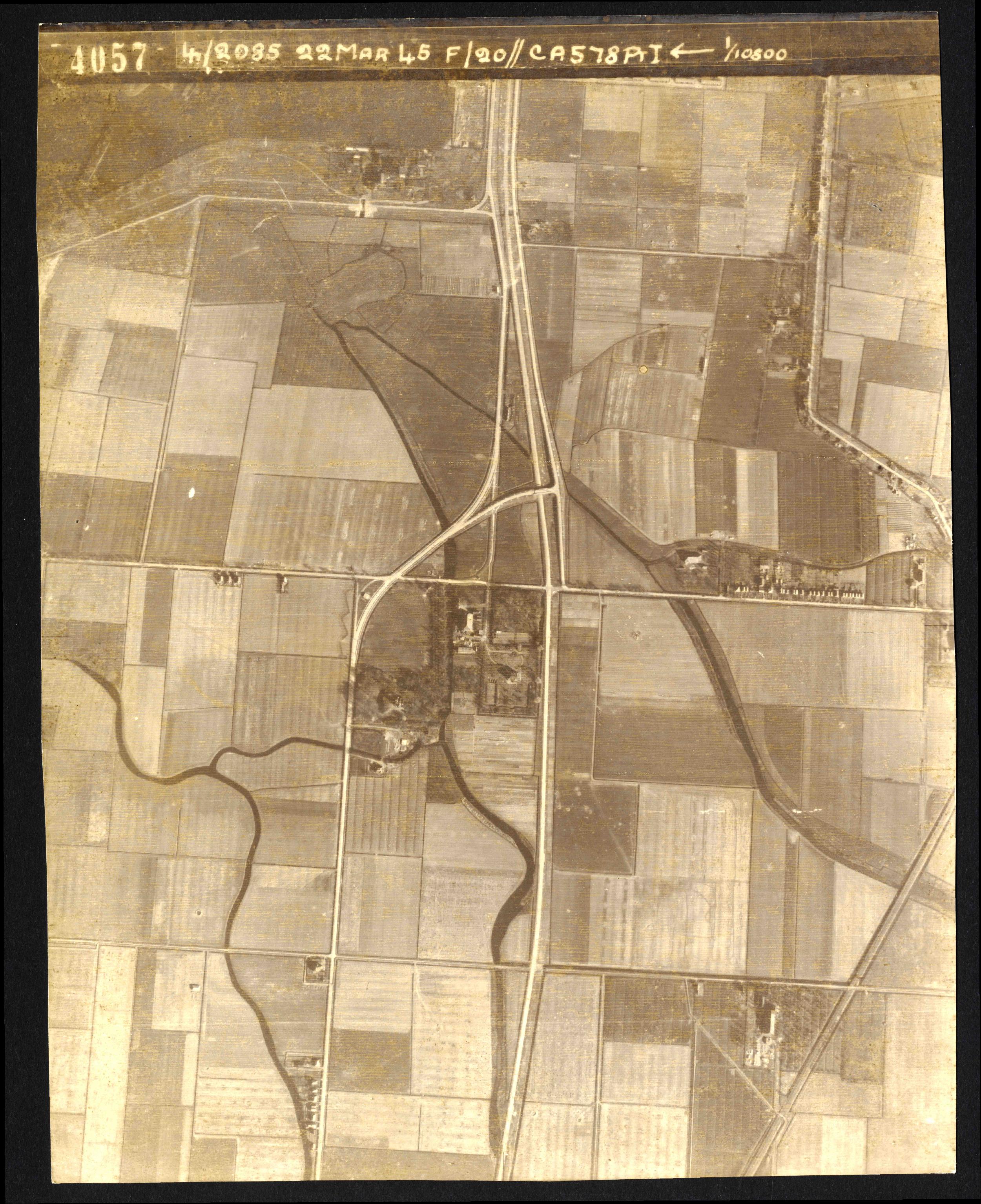 Collection RAF aerial photos 1940-1945 - flight 021, run 01, photo 4057
