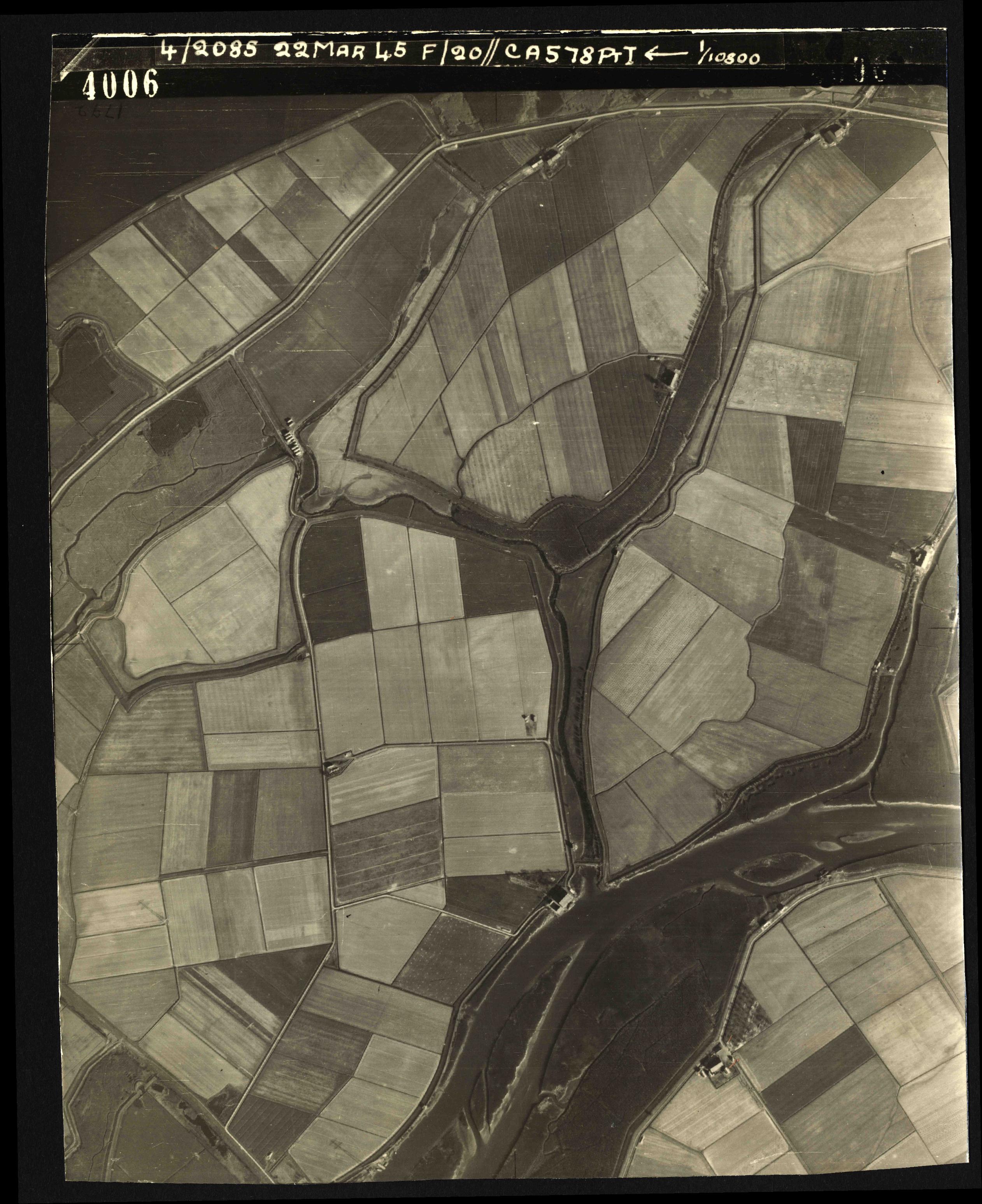 Collection RAF aerial photos 1940-1945 - flight 021, run 02, photo 4006