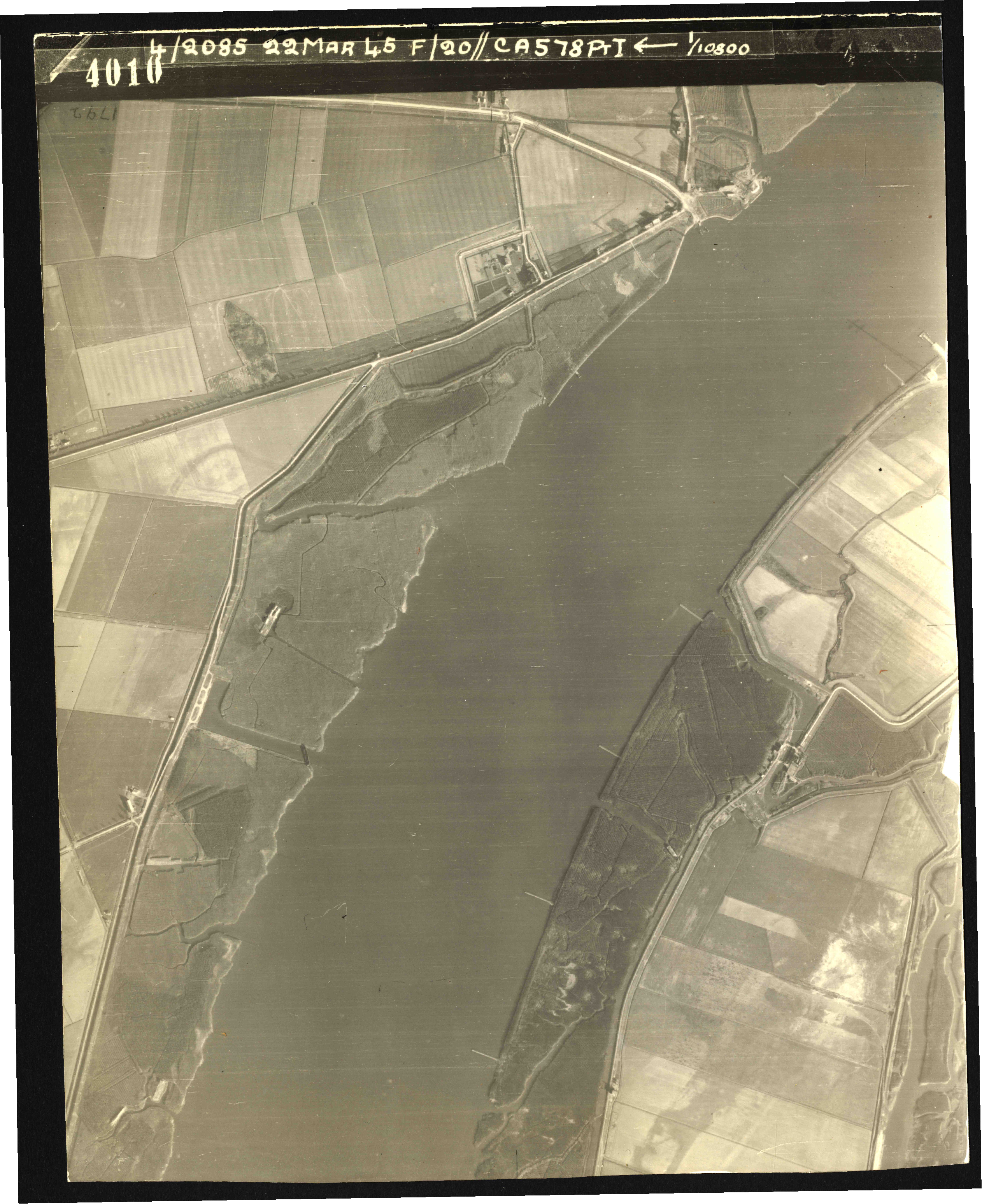 Collection RAF aerial photos 1940-1945 - flight 021, run 02, photo 4010