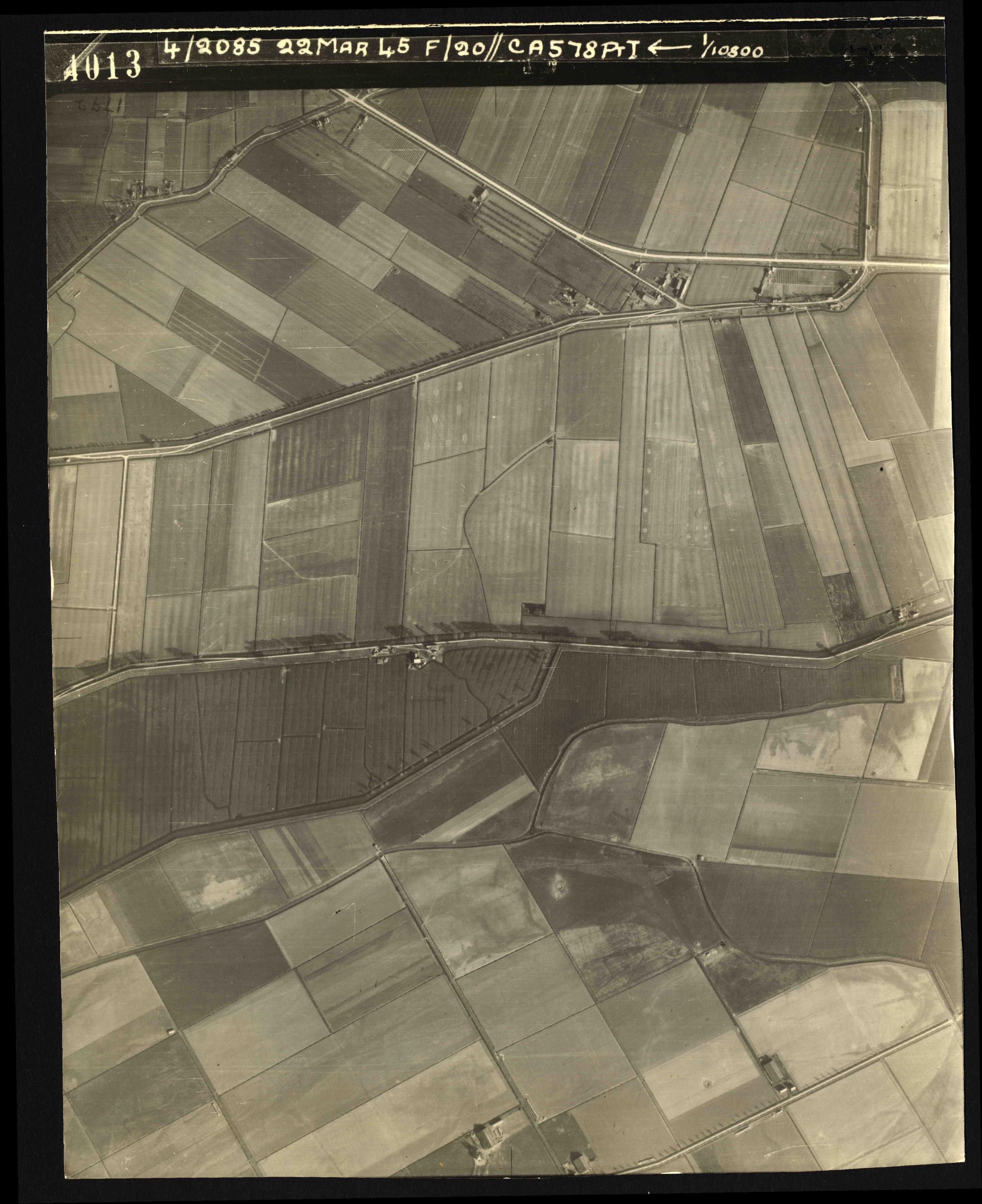 Collection RAF aerial photos 1940-1945 - flight 021, run 02, photo 4013