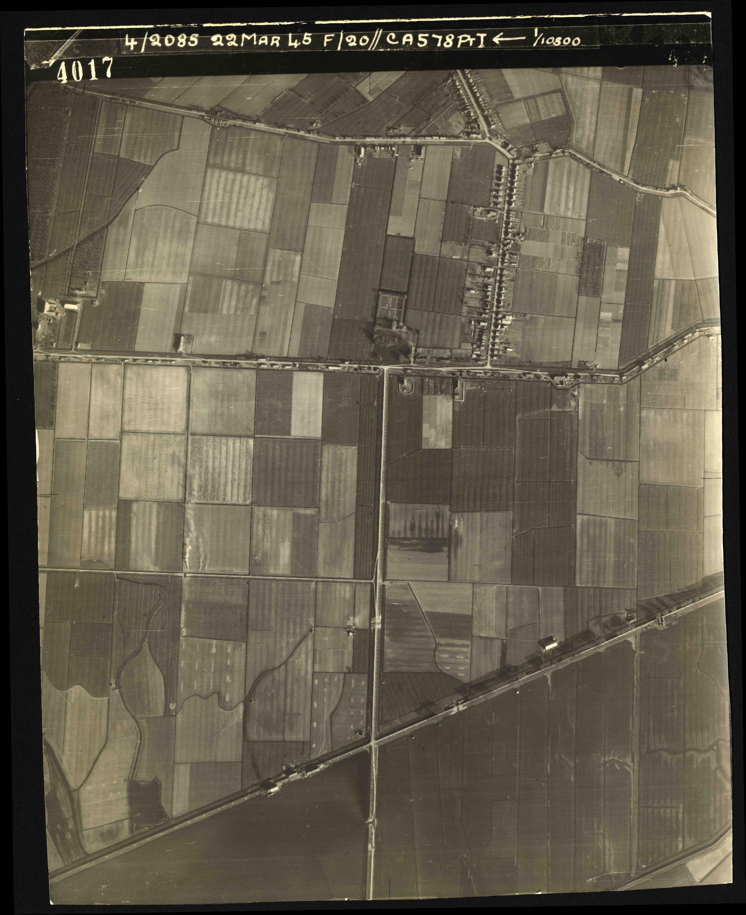 Collection RAF aerial photos 1940-1945 - flight 021, run 02, photo 4017