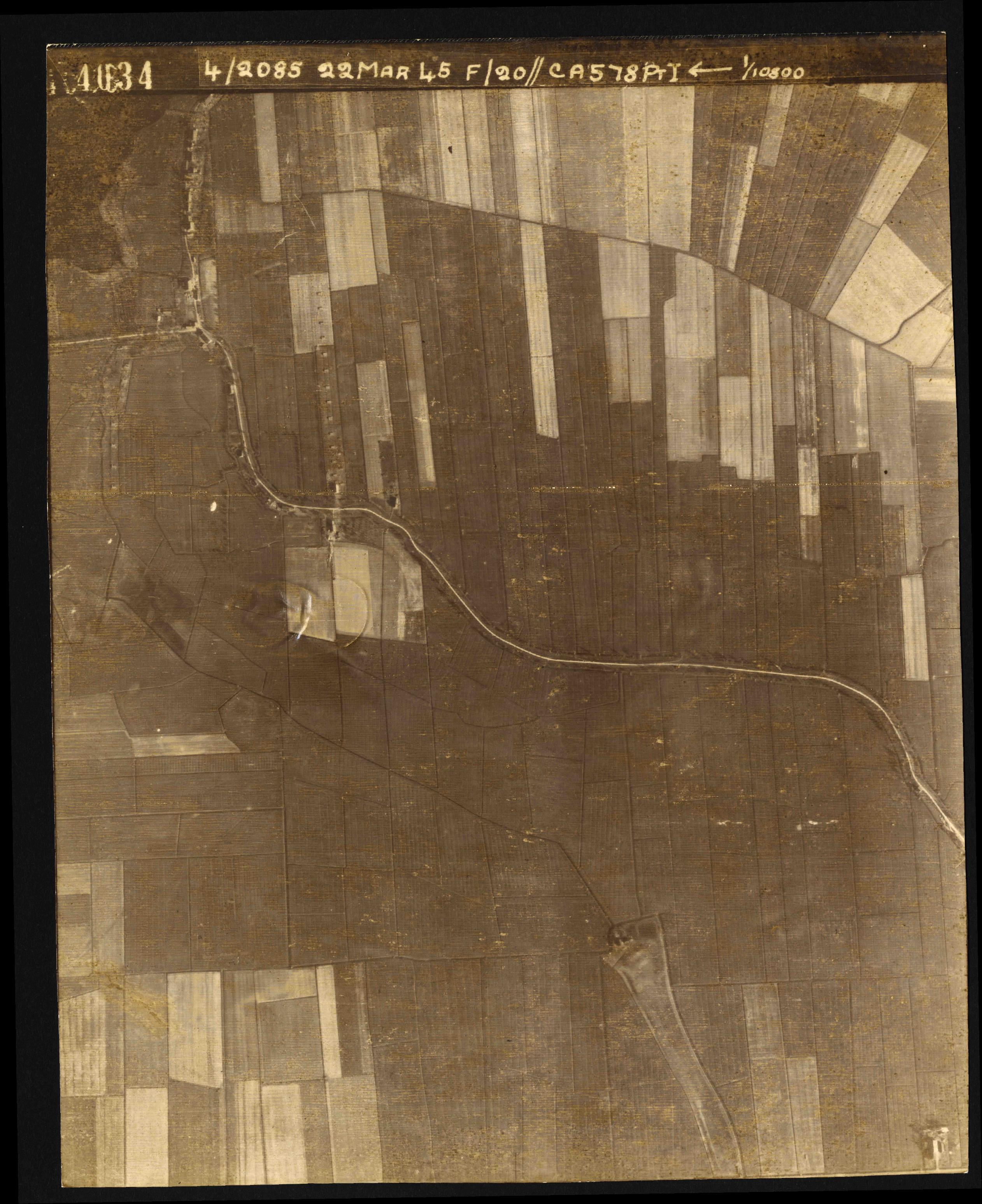 Collection RAF aerial photos 1940-1945 - flight 021, run 02, photo 4034