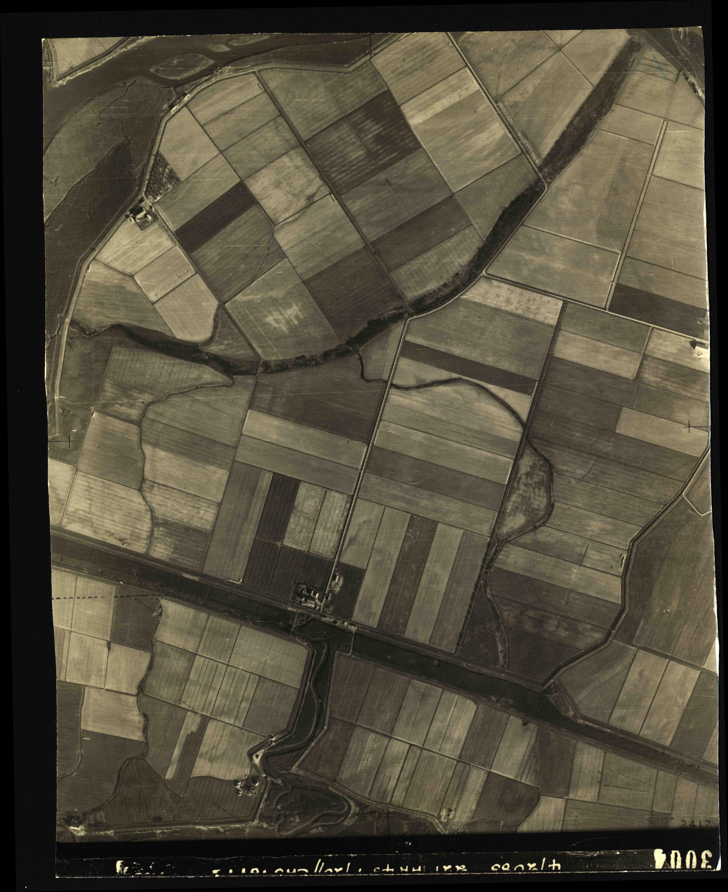 Collection RAF aerial photos 1940-1945 - flight 021, run 04, photo 3004
