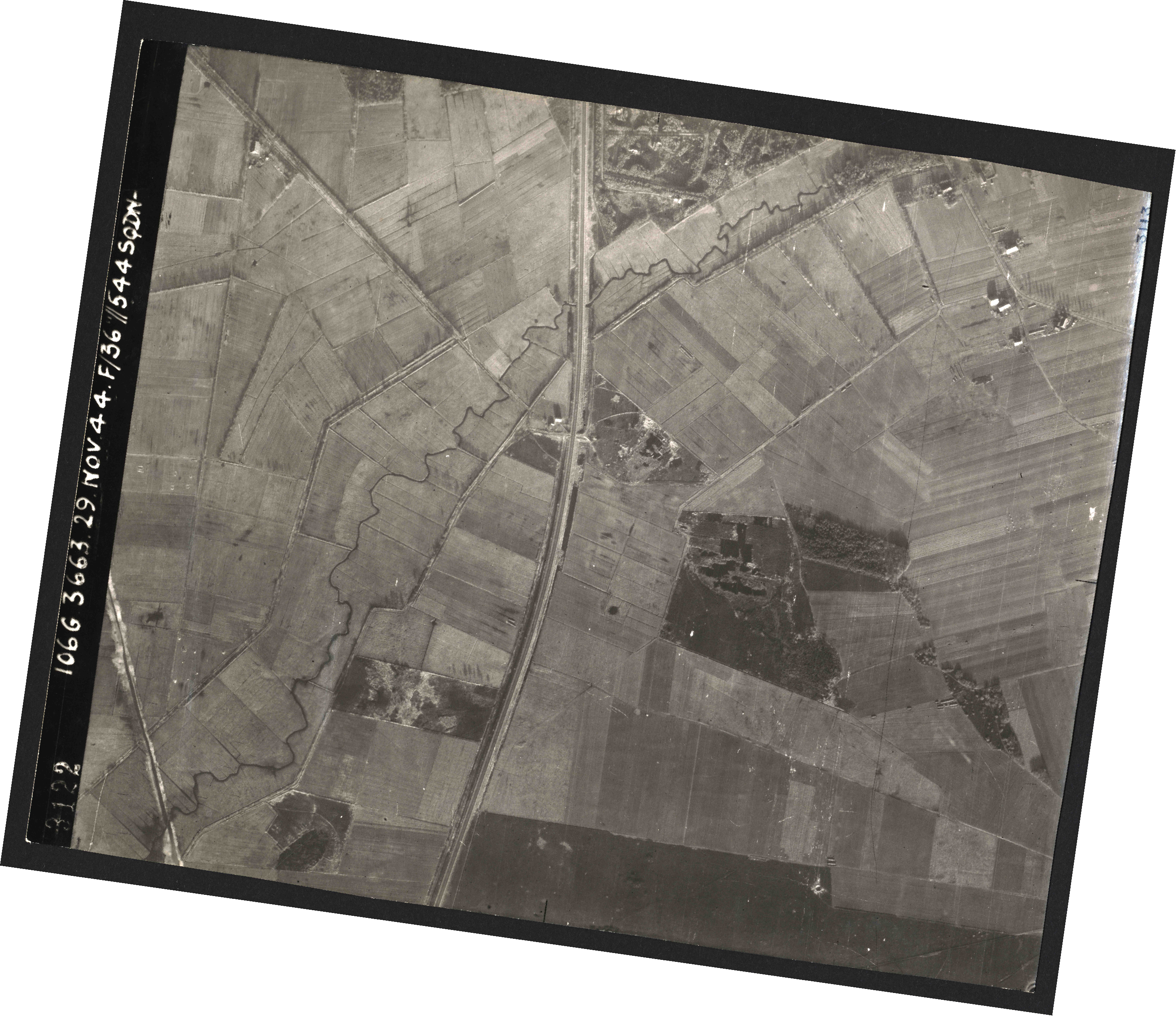 Collection RAF aerial photos 1940-1945 - flight 025, run 01, photo 3122