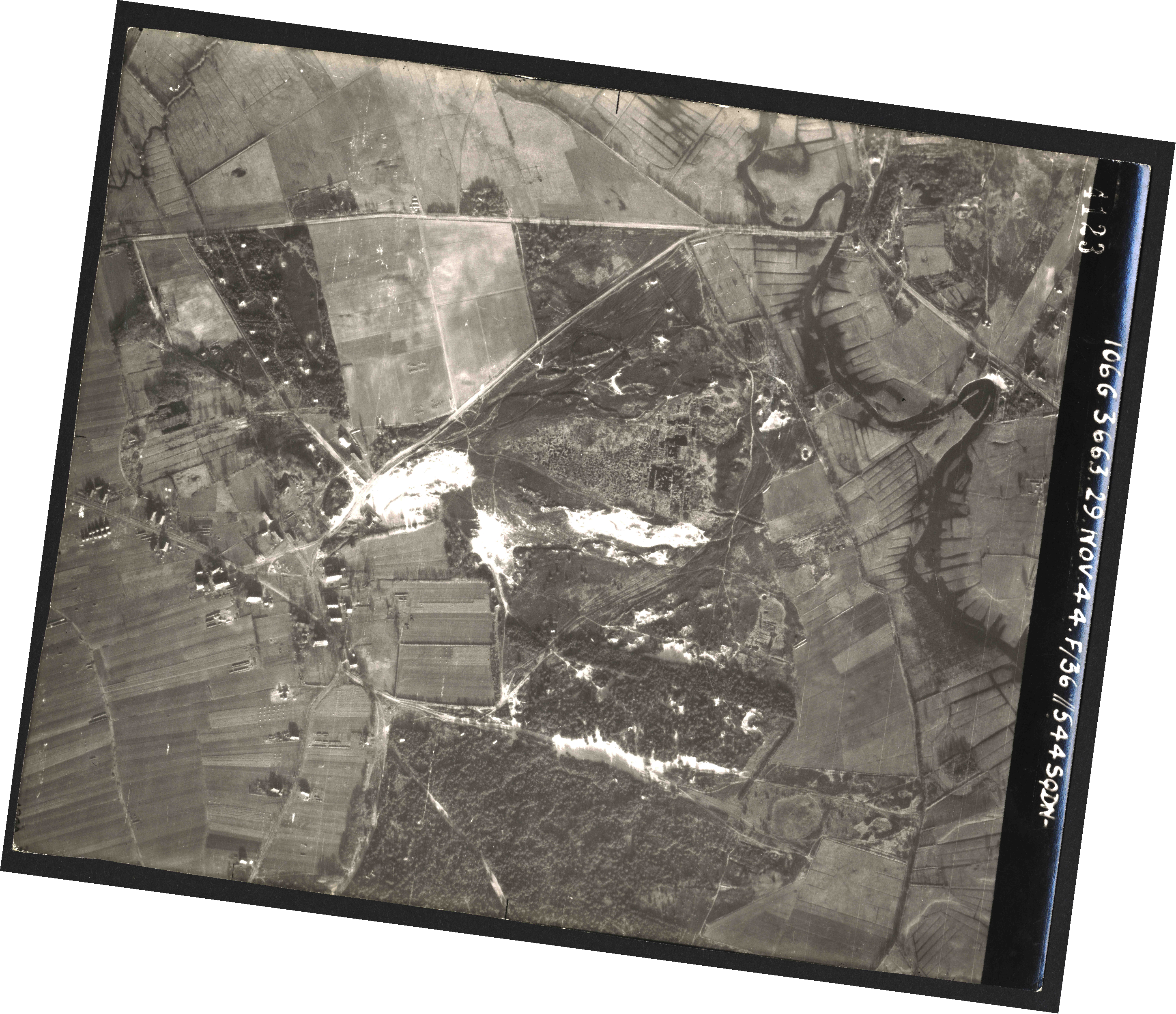 Collection RAF aerial photos 1940-1945 - flight 025, run 02, photo 4123