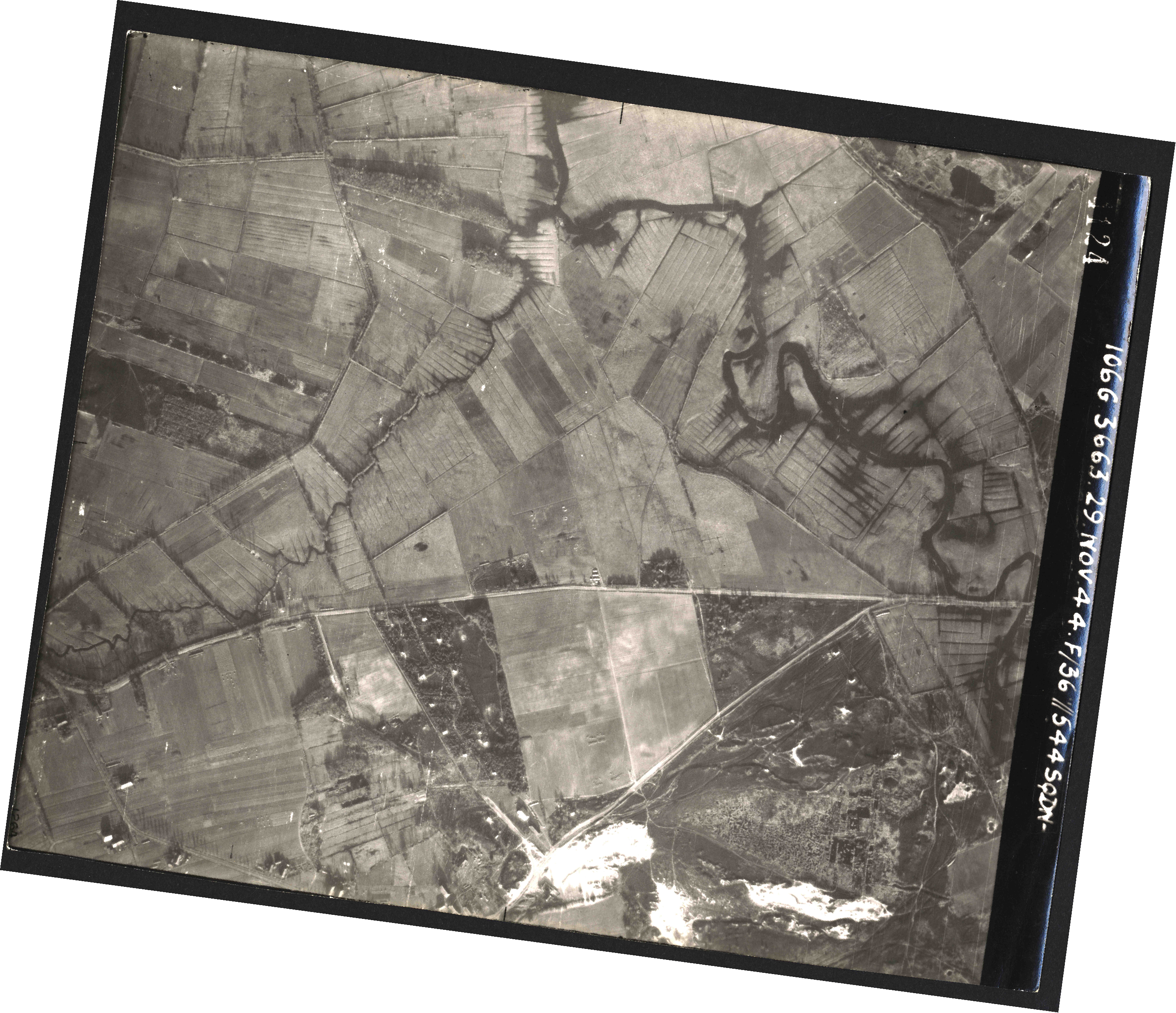Collection RAF aerial photos 1940-1945 - flight 025, run 02, photo 4124