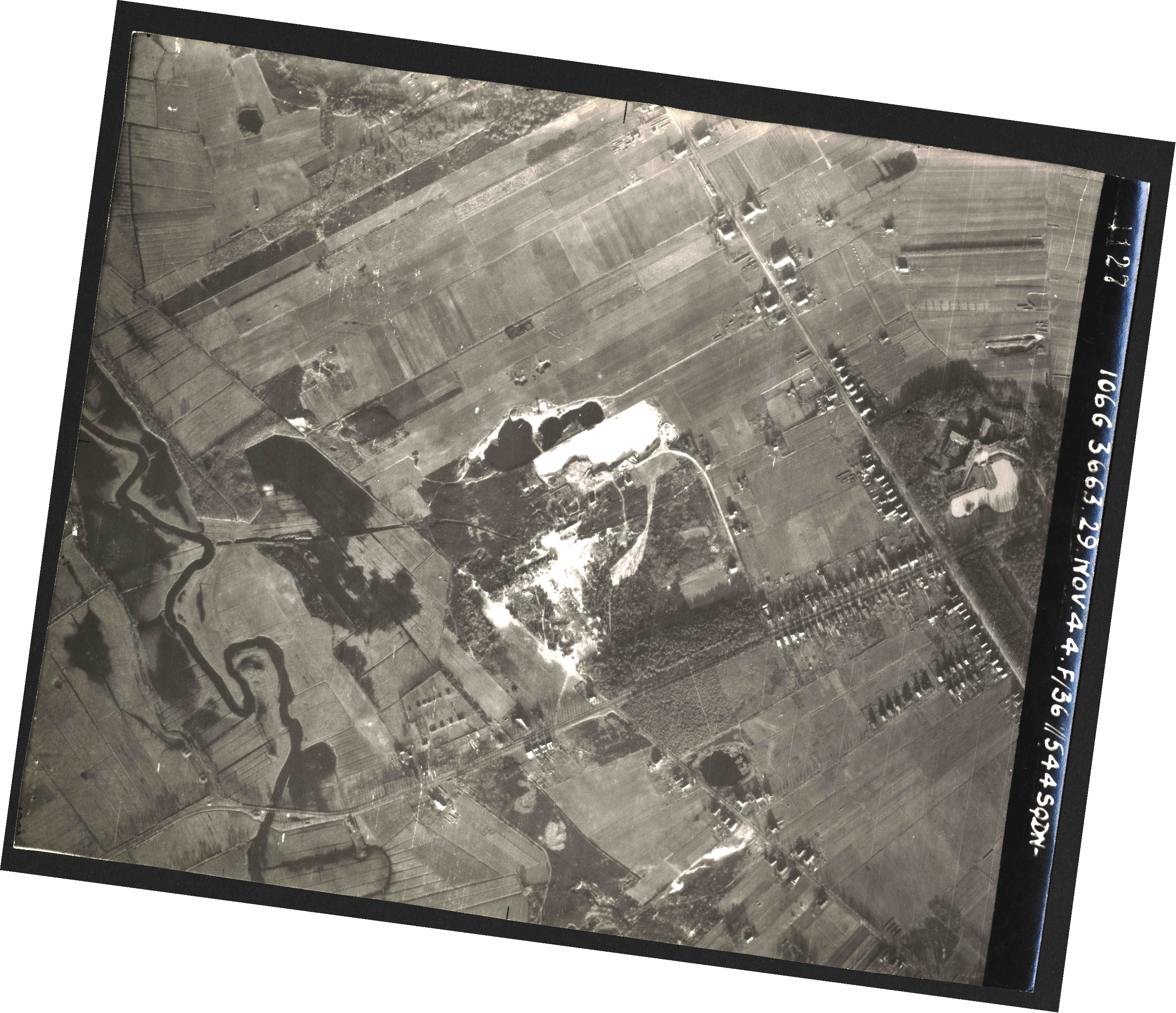 Collection RAF aerial photos 1940-1945 - flight 025, run 02, photo 4127
