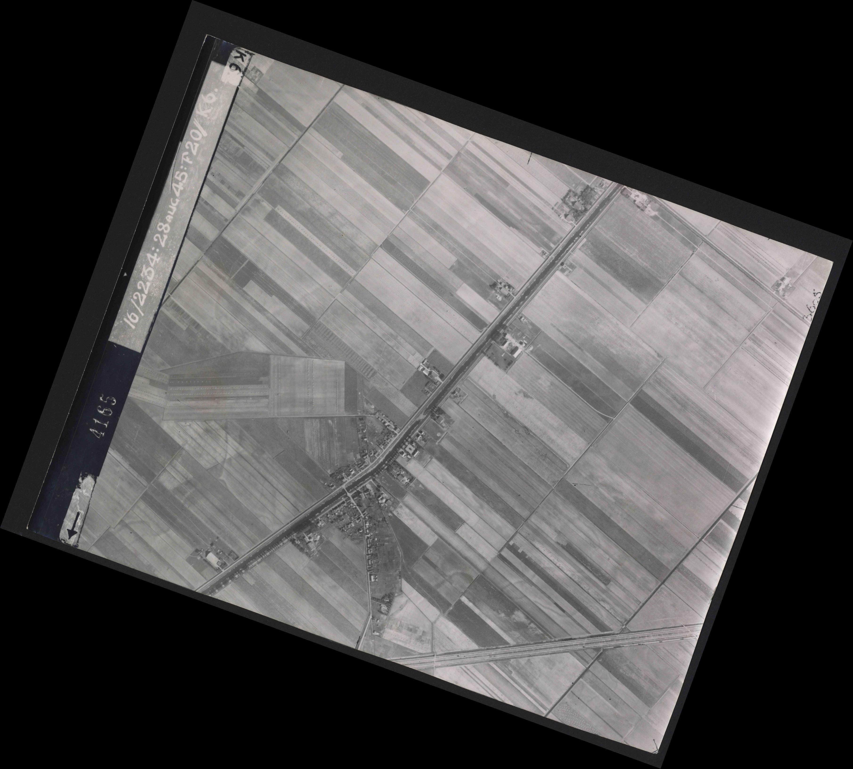 Collection RAF aerial photos 1940-1945 - flight 031, run 01, photo 4165